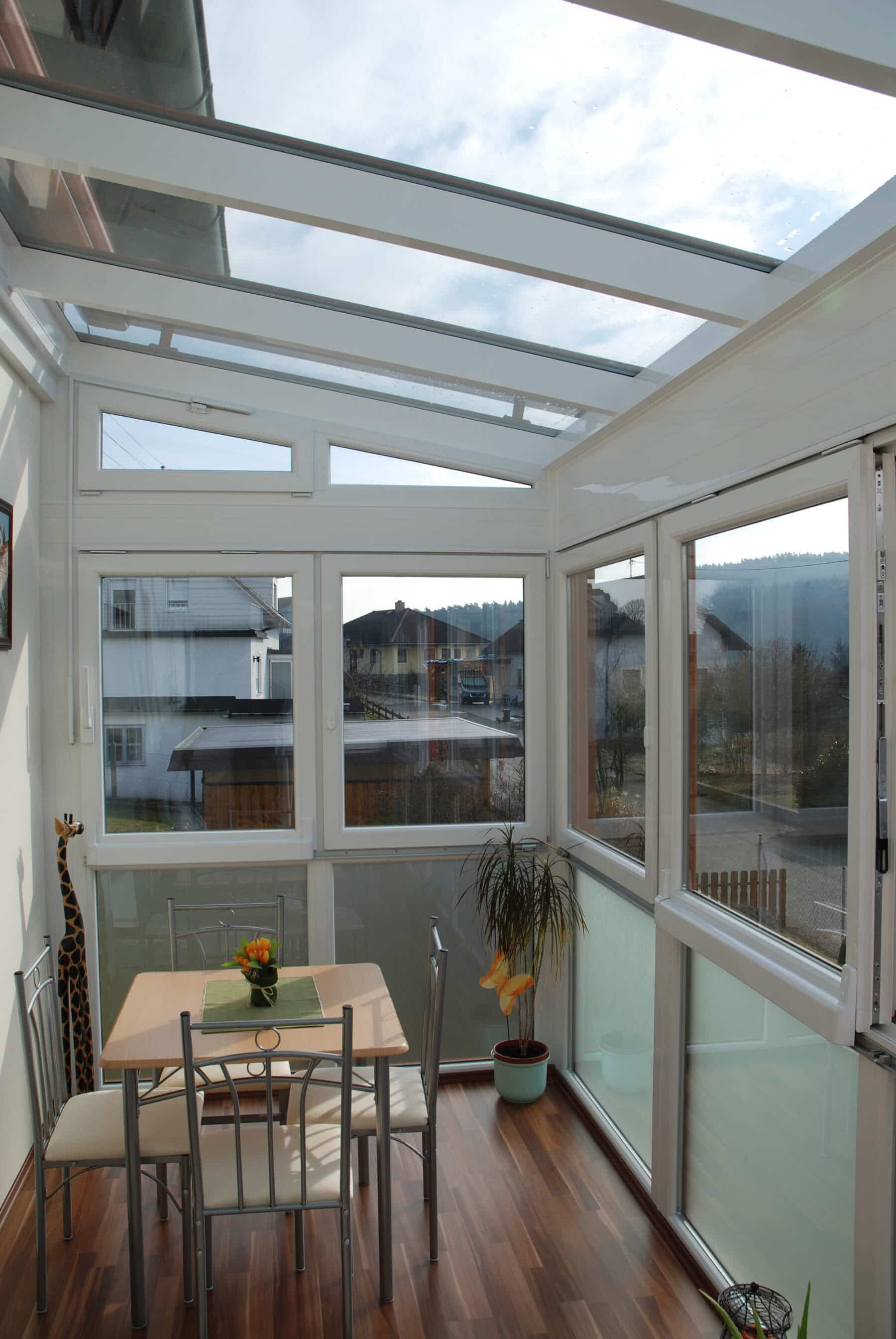 Kunststoff-Wintergarten mit Aluminium-Dachsparren