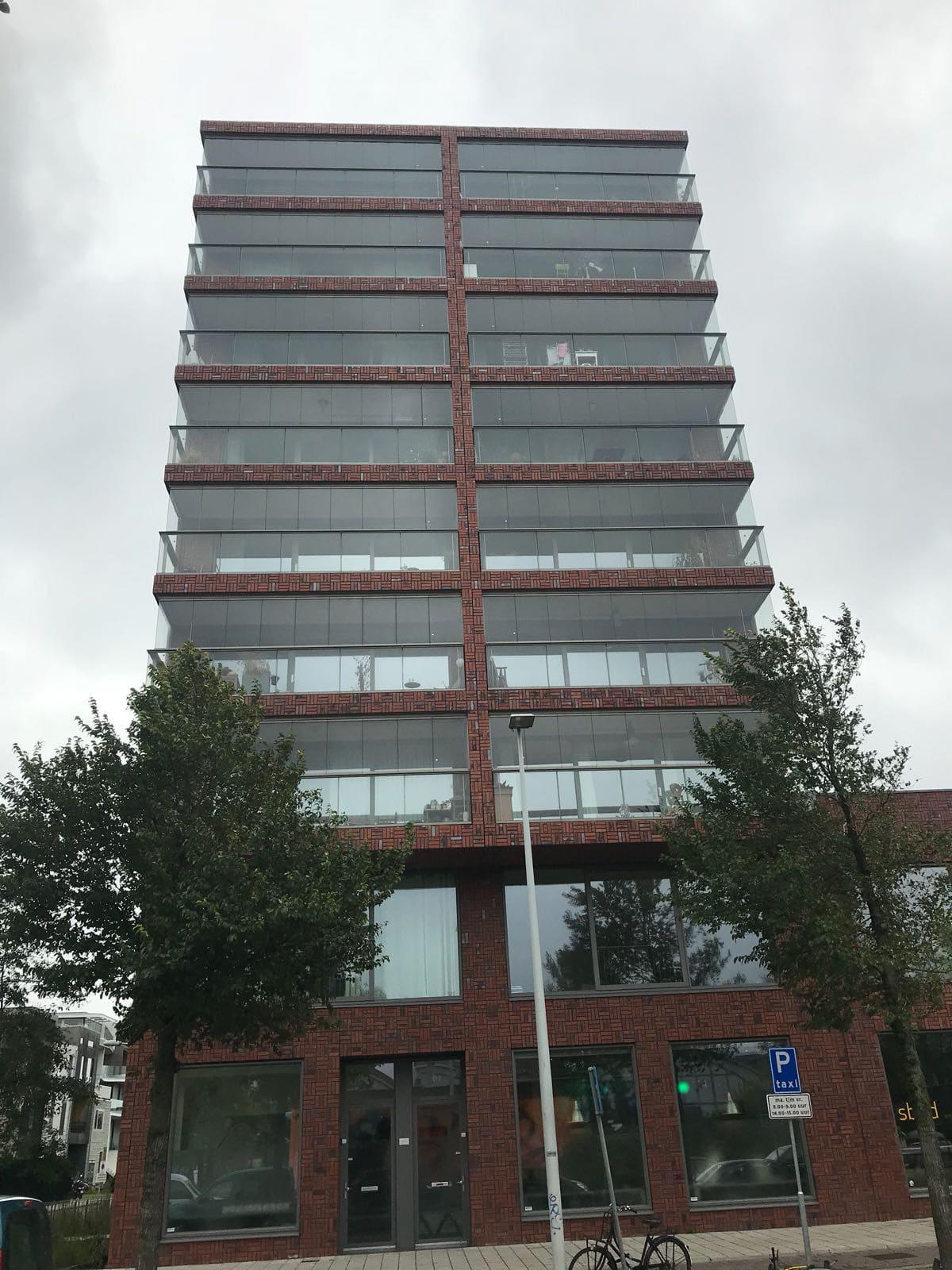 Loggia verglasen - Mehrparteienhaus