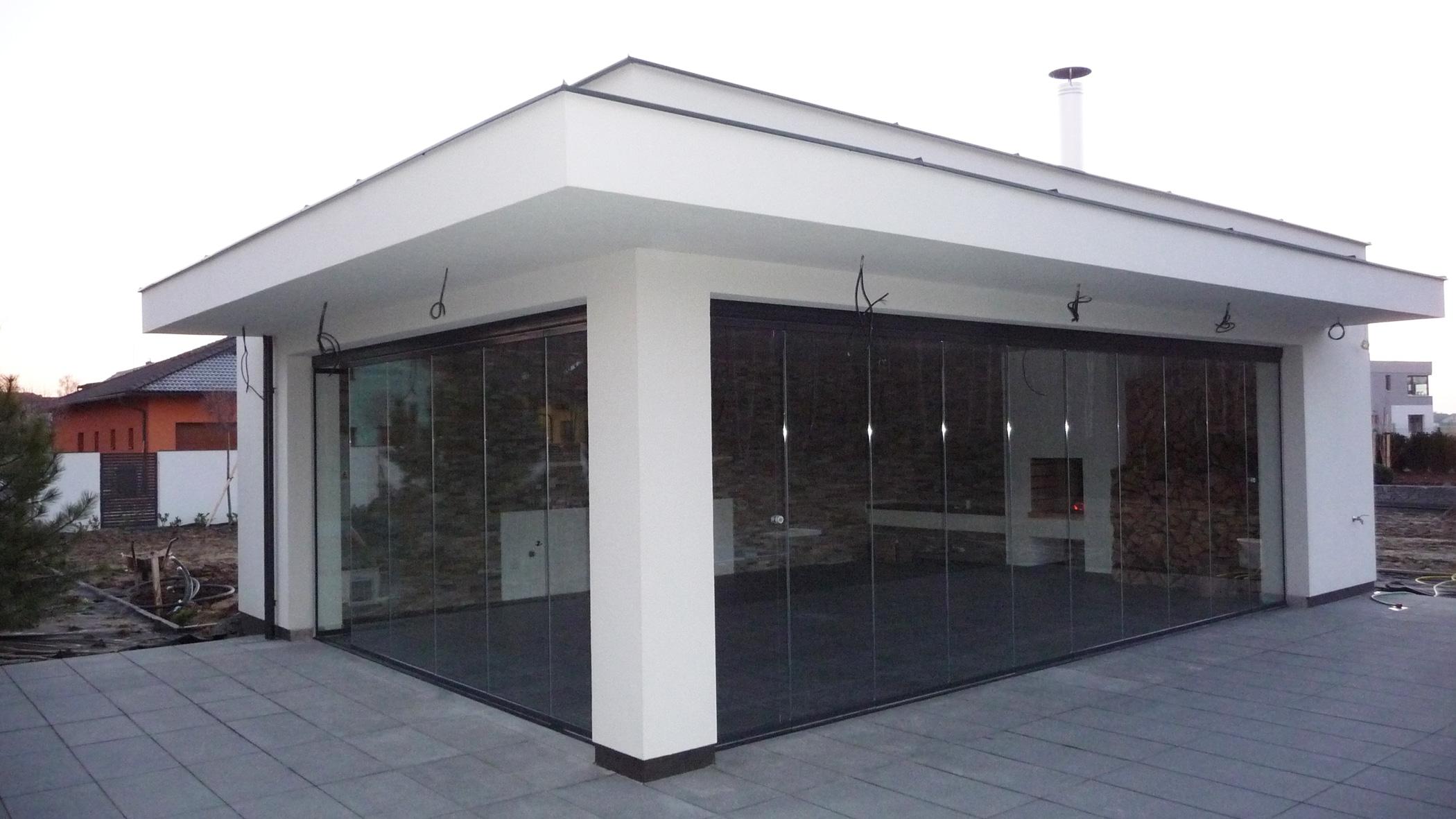 Luxus Poolhaus mit Glasschiebewänden