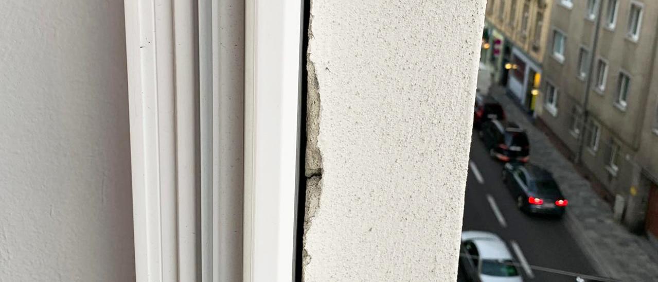 Mauer Spalt Schallschutzfenster