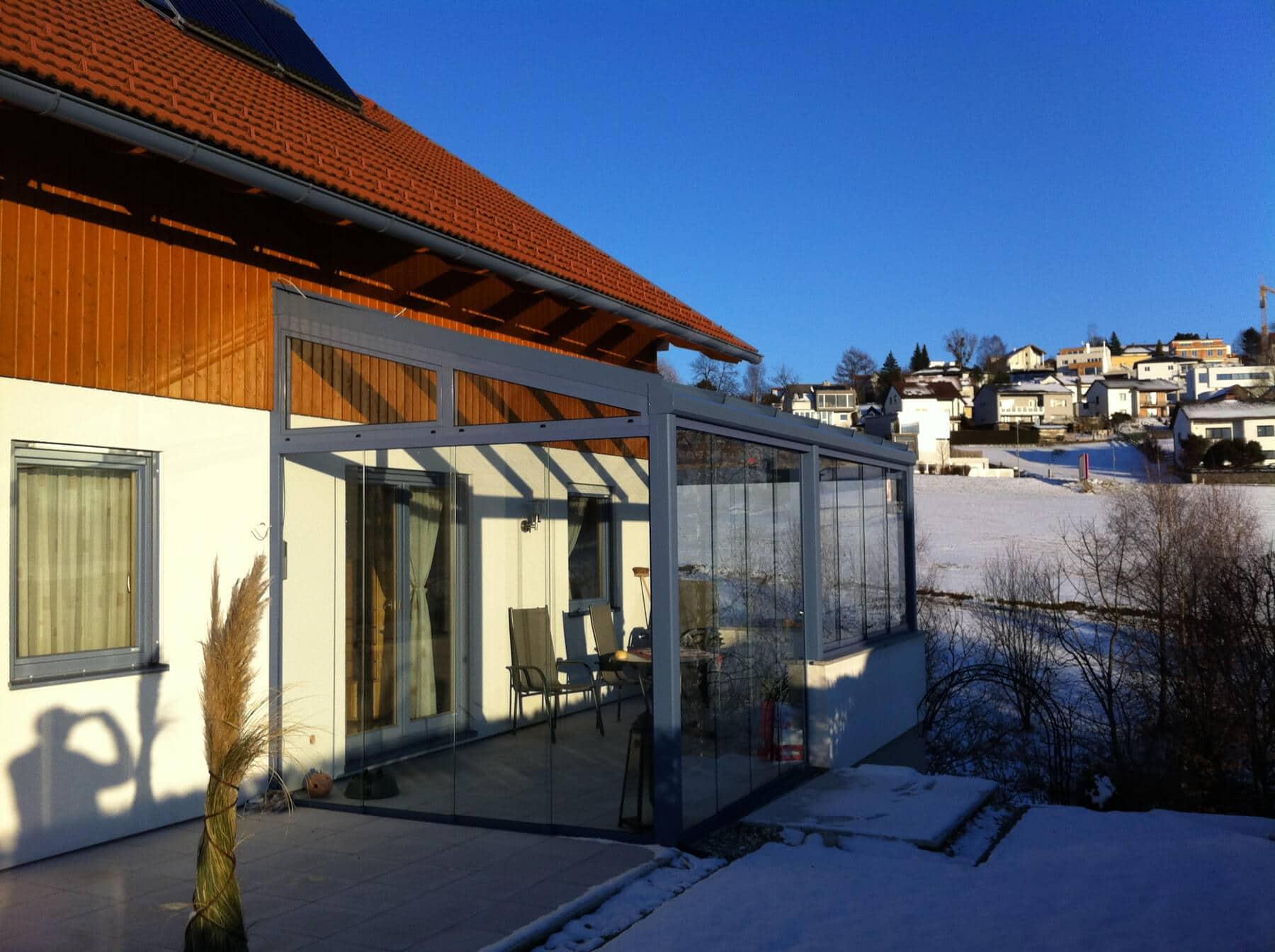 Moderne Überdachung mit Verglasung