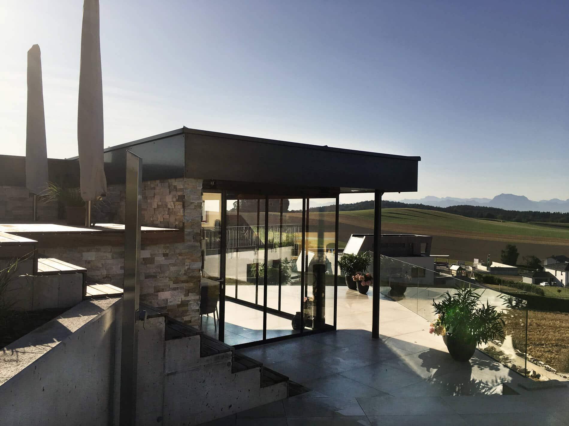 Modernes Gartenhaus Flachdach mit Schiebesystem