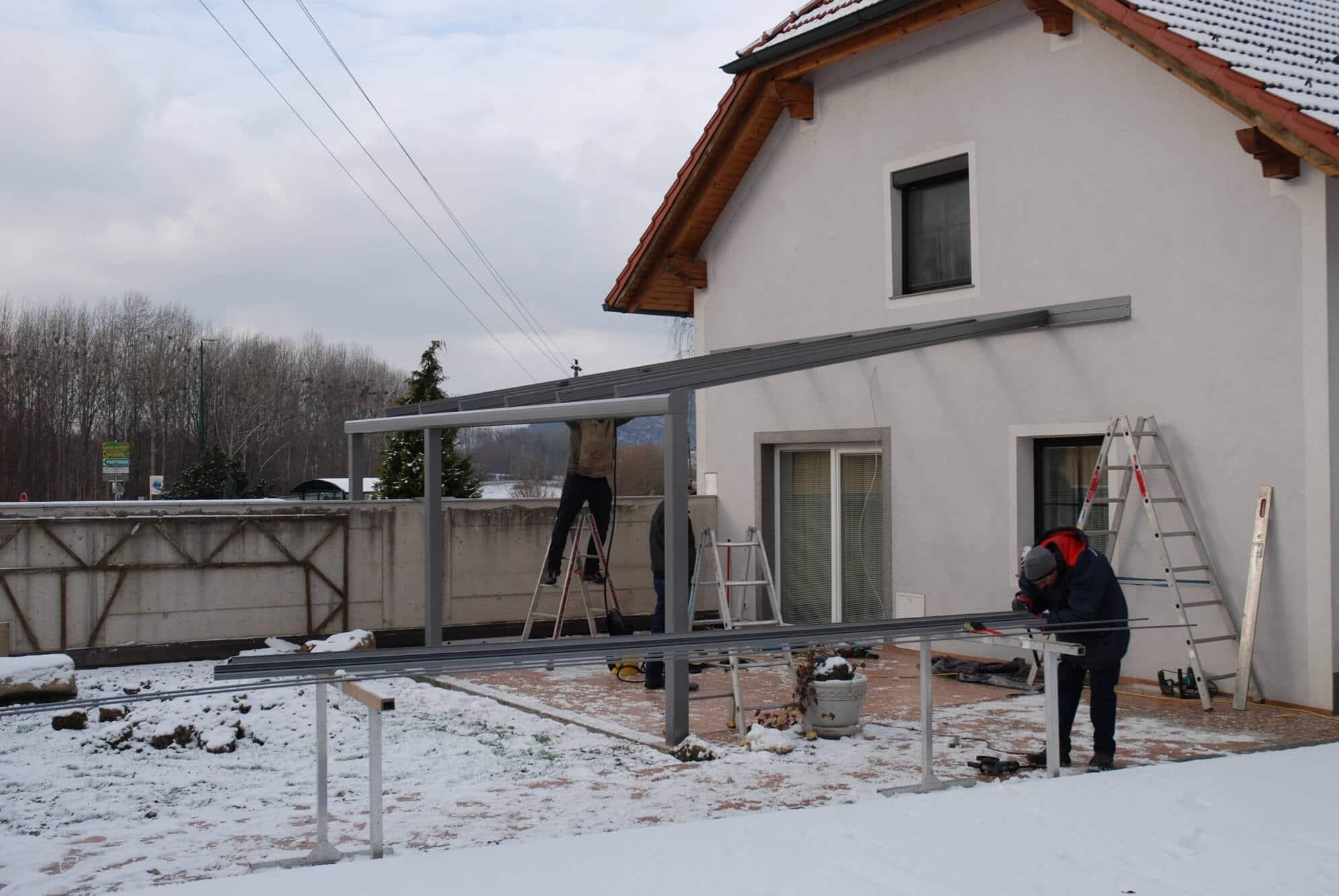 Montage einer Terrassenüberdachung Pultdach
