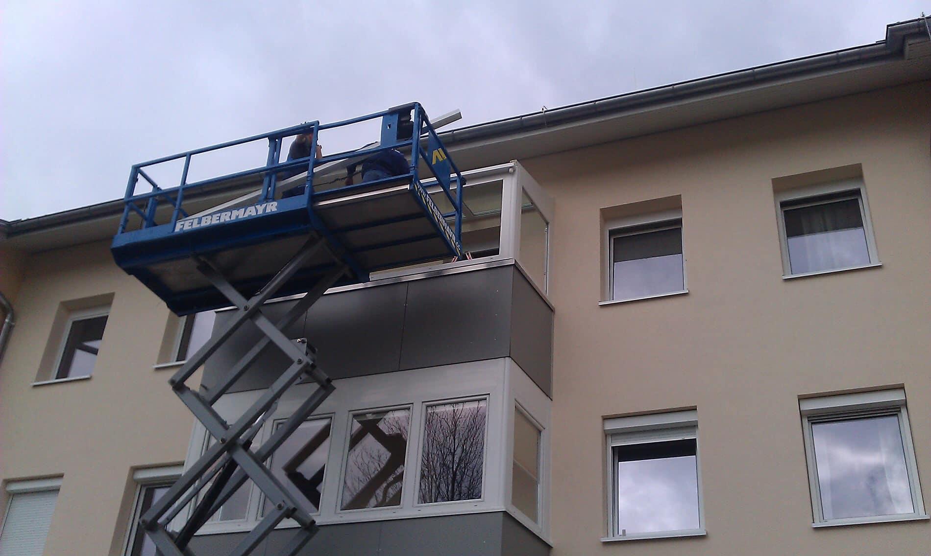 Montage eines Wintergartens auf einem Balkon
