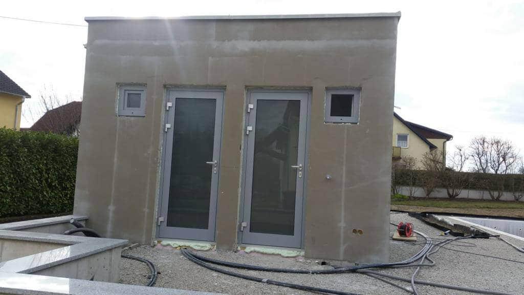 Neues Poolhaus mit Alutüren und Fenster