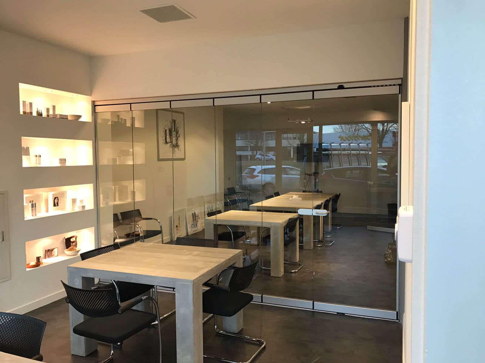 Öffenbare Raumteiler Glas Faltsysteme