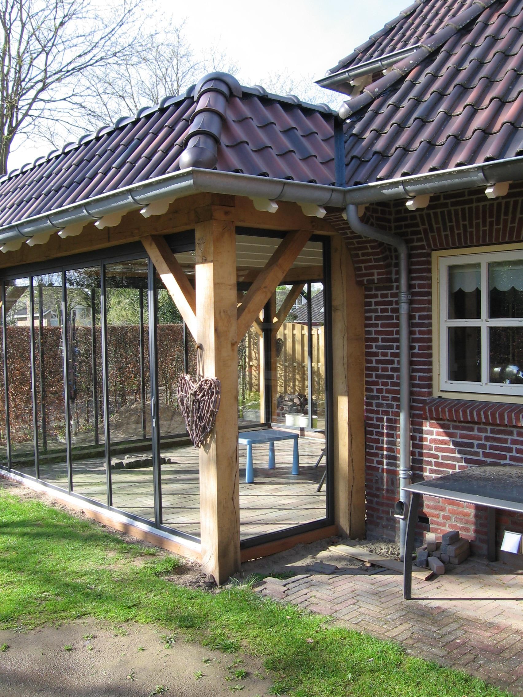 Pergola Holz mit Glastüren