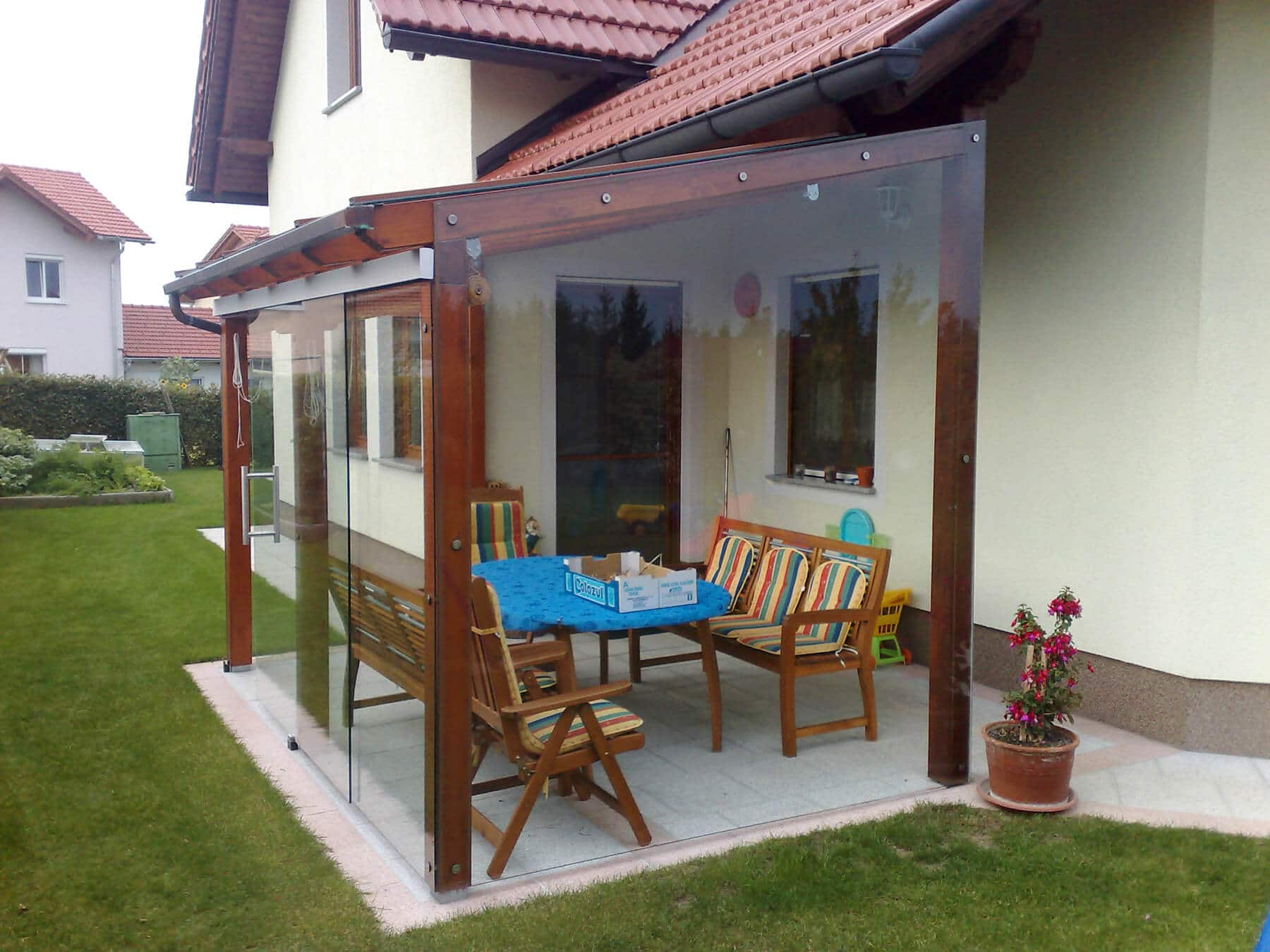 pergola mit seitlichem glas fenster schmidinger. Black Bedroom Furniture Sets. Home Design Ideas