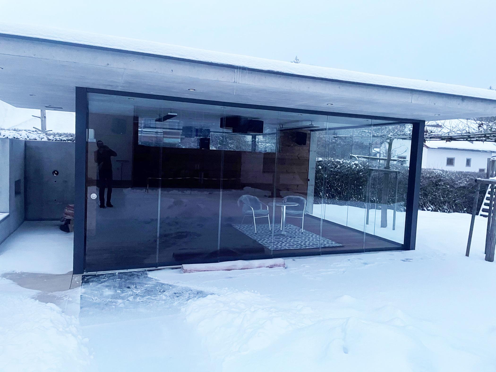 Pool Haus Glasfront