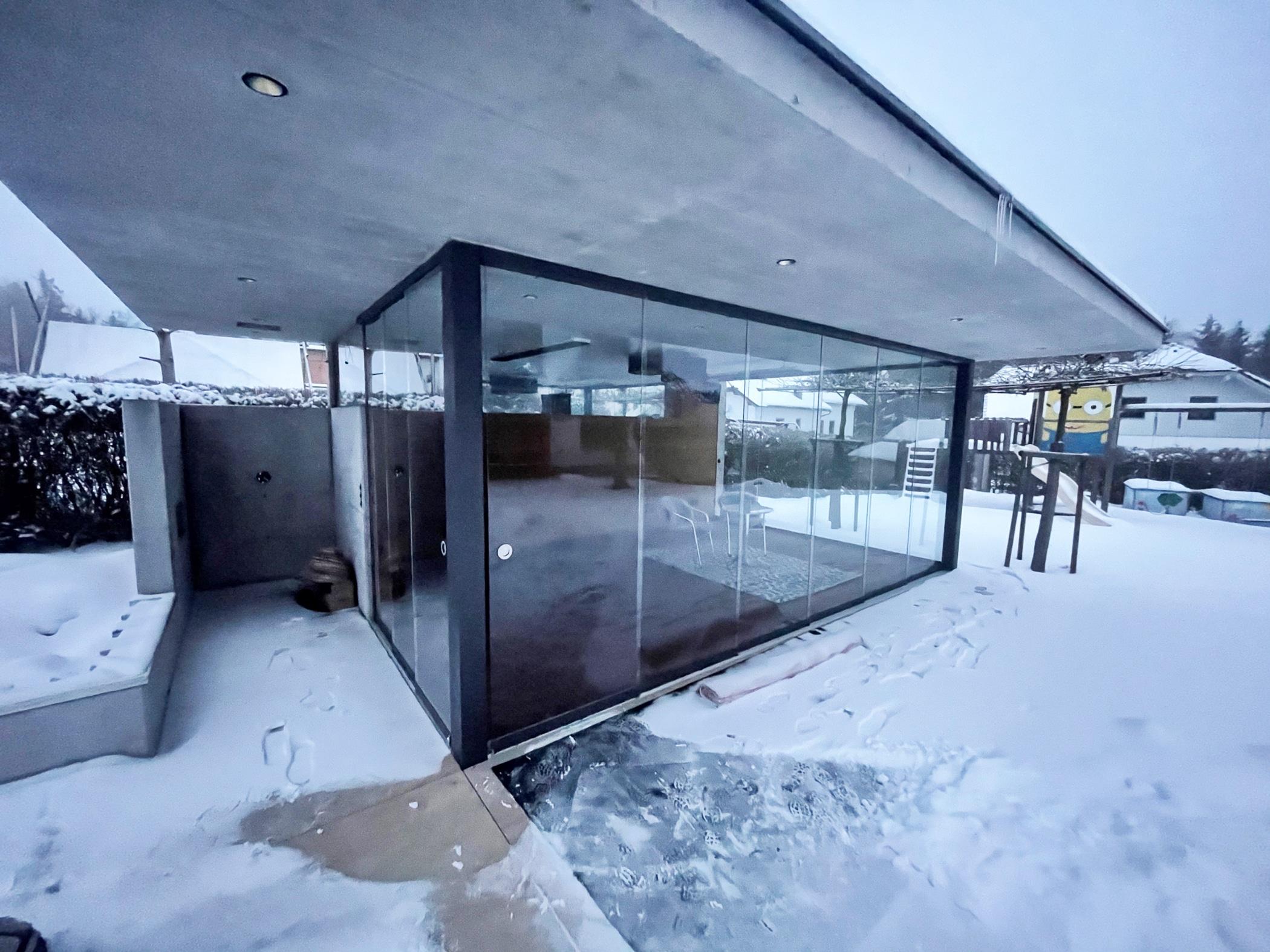 Poolhaus modern mit Glasschiebewänden in St. Martin im Mühlkreis