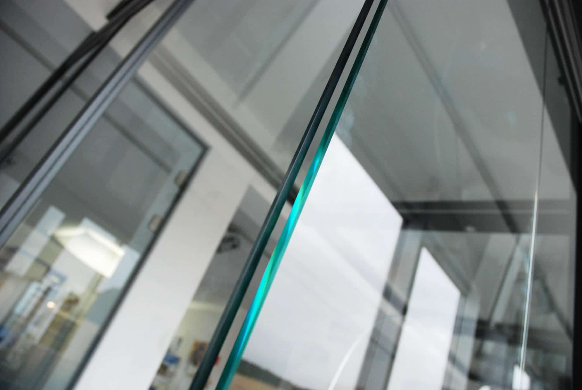 Rahmenlose Schiebe-Dreh-Systeme mit Nurglaseck