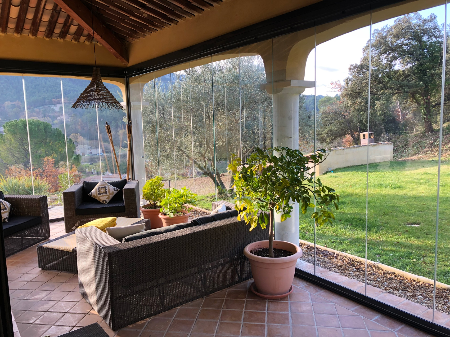 Schiebe-Dreh-System Glas als Wetterschutz