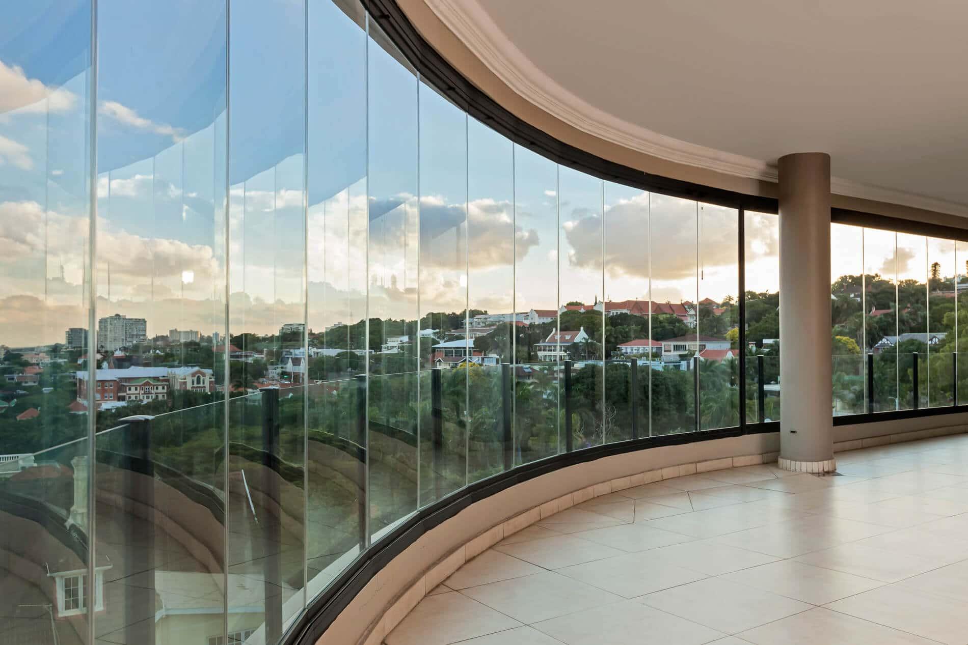 Schiebe-Dreh-Wände aus Glas für Balkon
