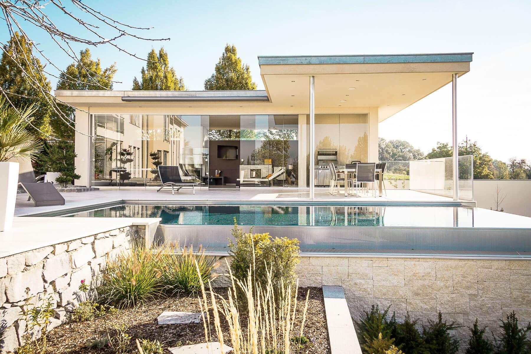 Windschutz für Terrasse transparent mit Glasschiebetüren
