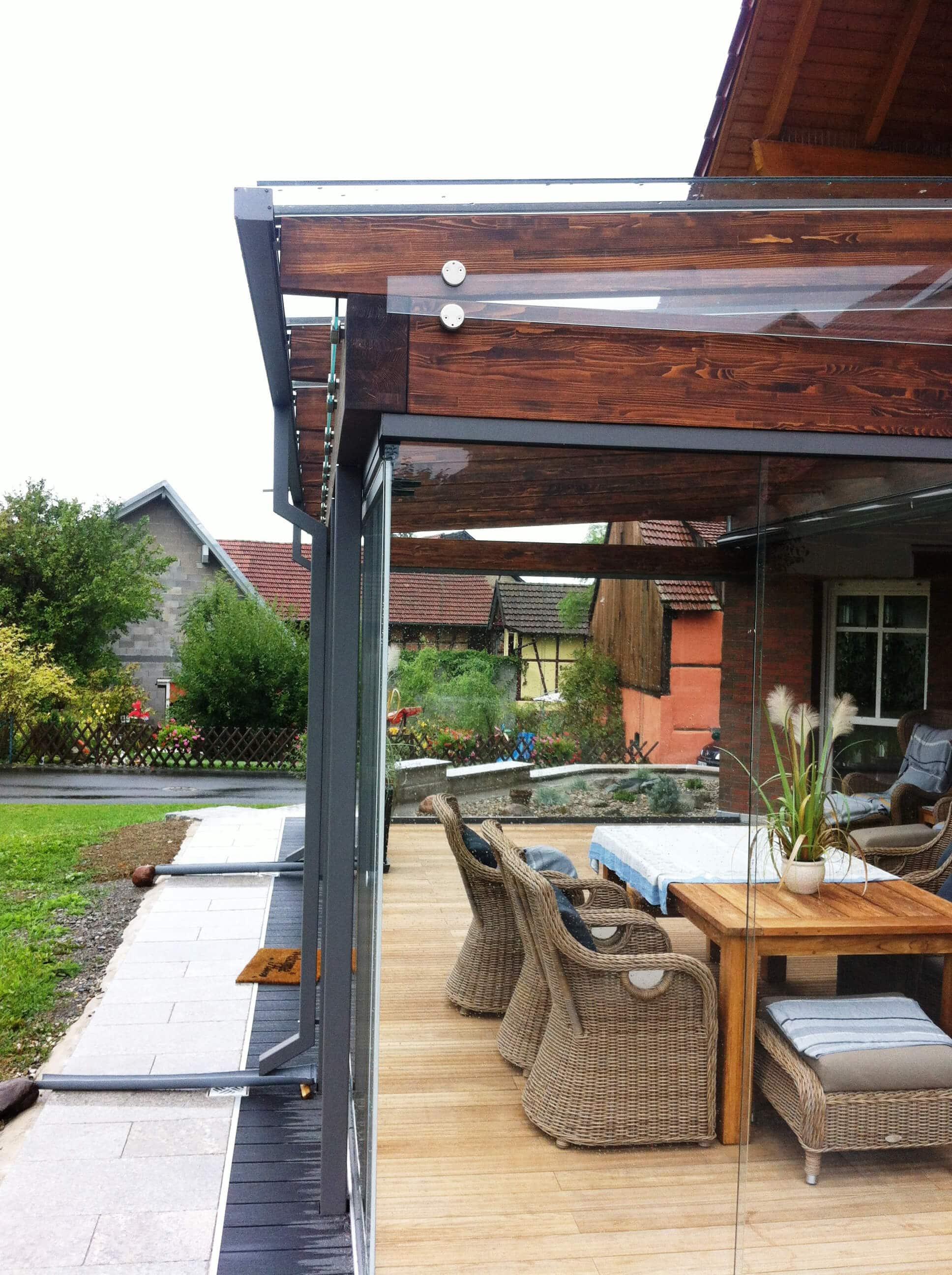 Schiebewände für Terrassen als Windschutz