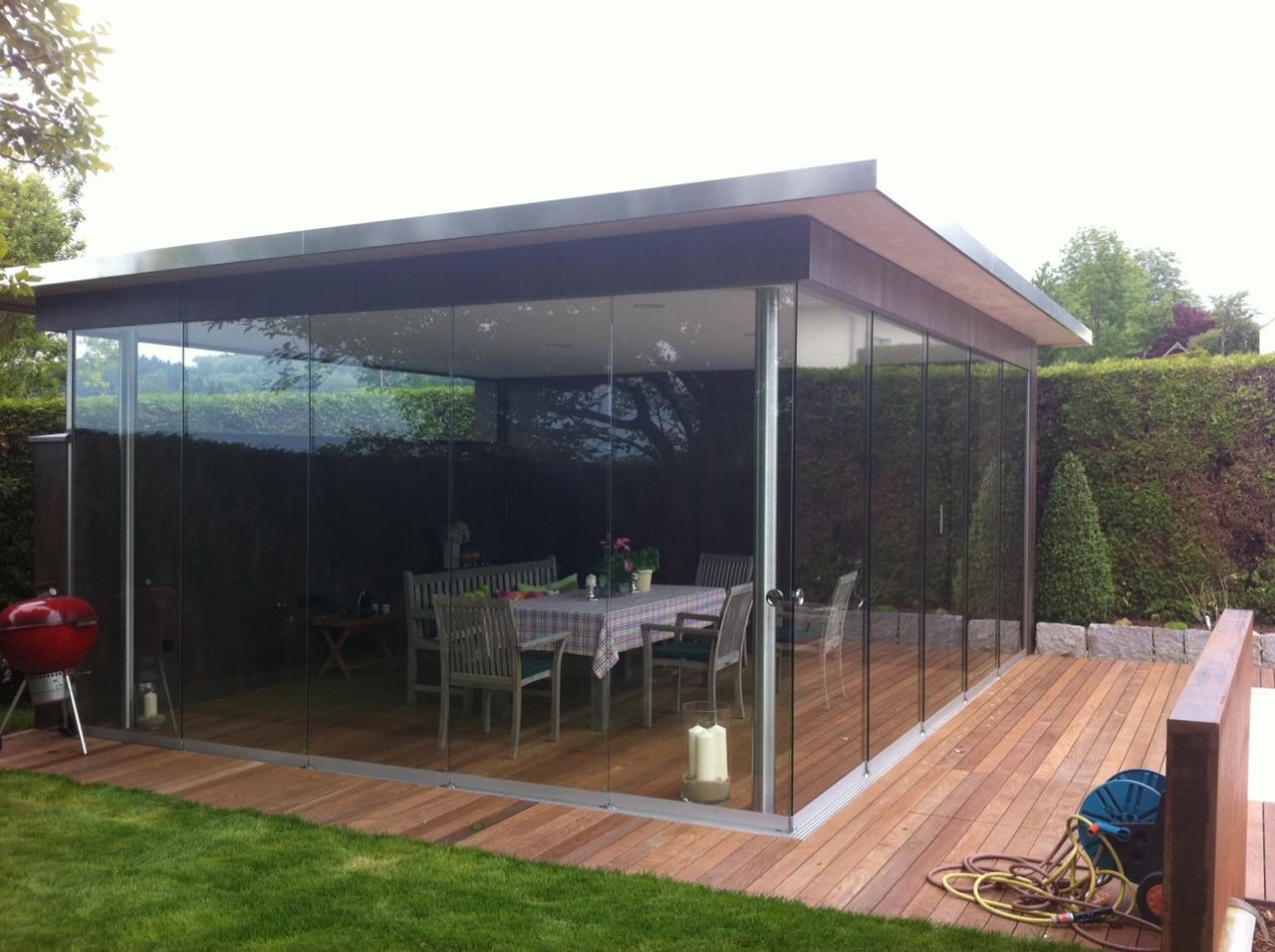 Schiebewand als Windschutz für Gartenhaus