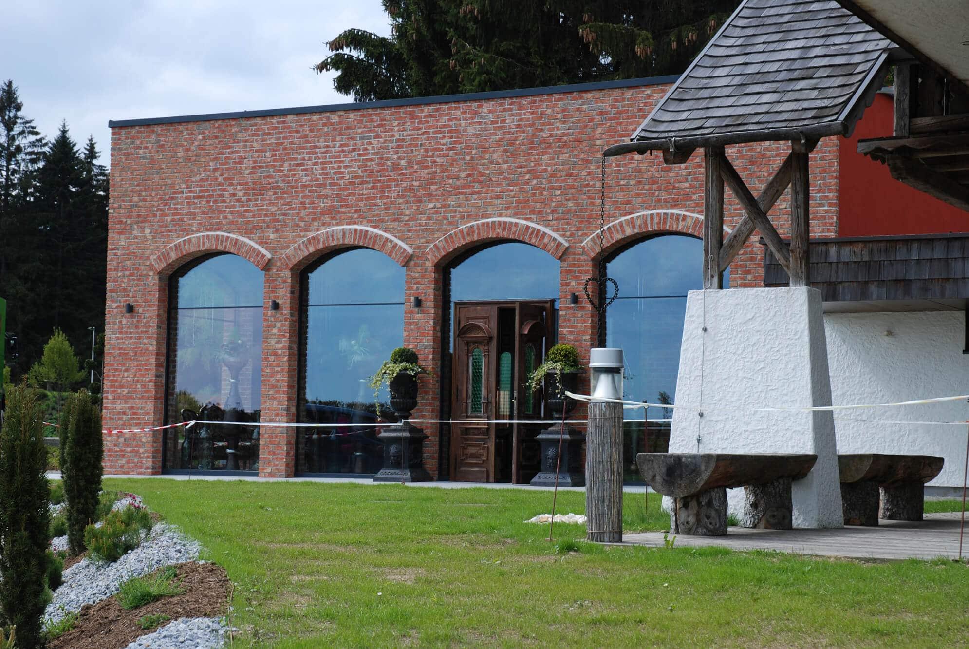Segmentbogen-Fenster für Gasthaus