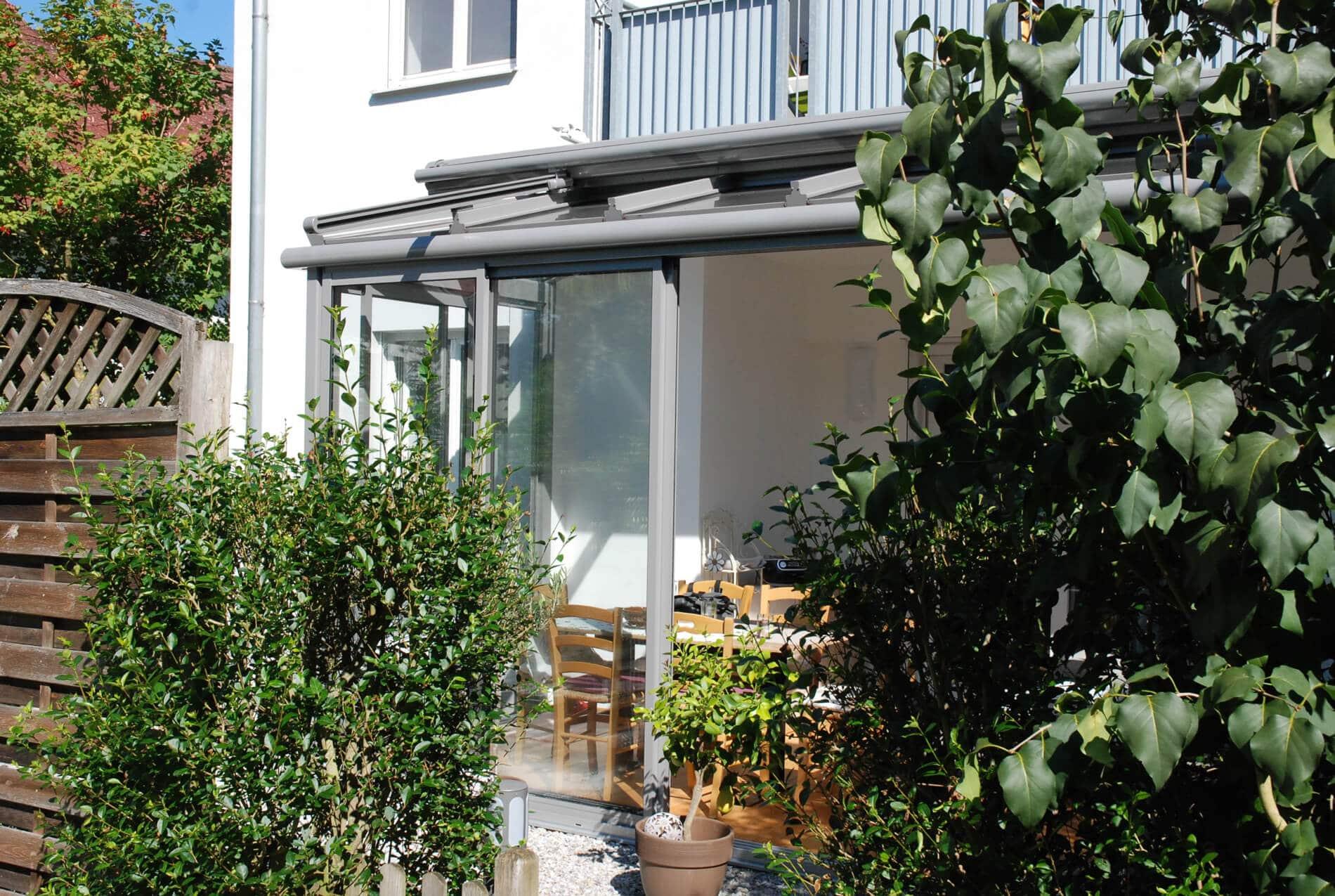 Sommergarten Alu RAL 9006 graualuminium und Schiebewände - inkl. Beschattung für Außen