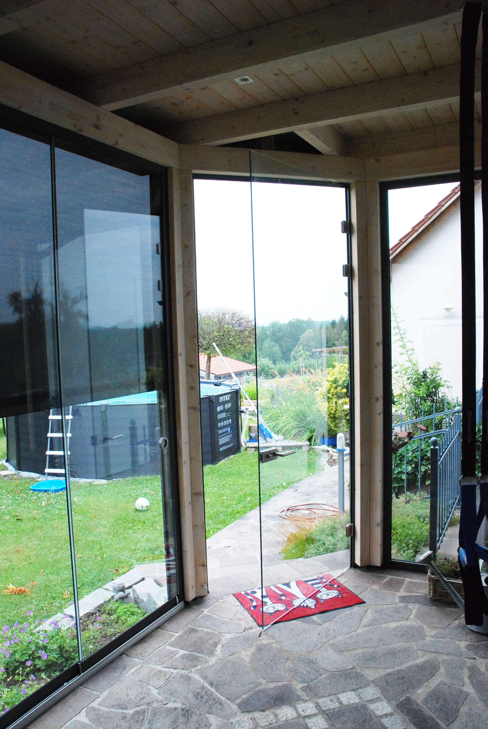 Sommergarten mit Glastüren und Schiebewänden