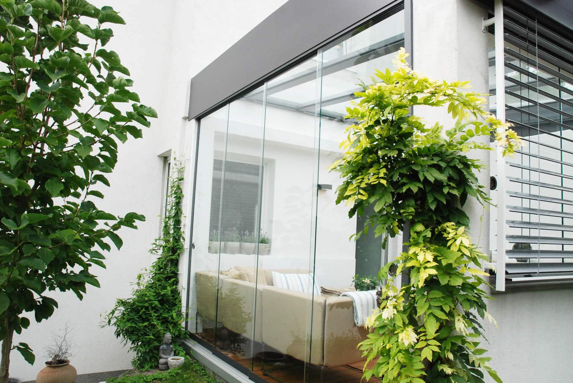 Sommergarten mit Schiebetüren und Flachdach