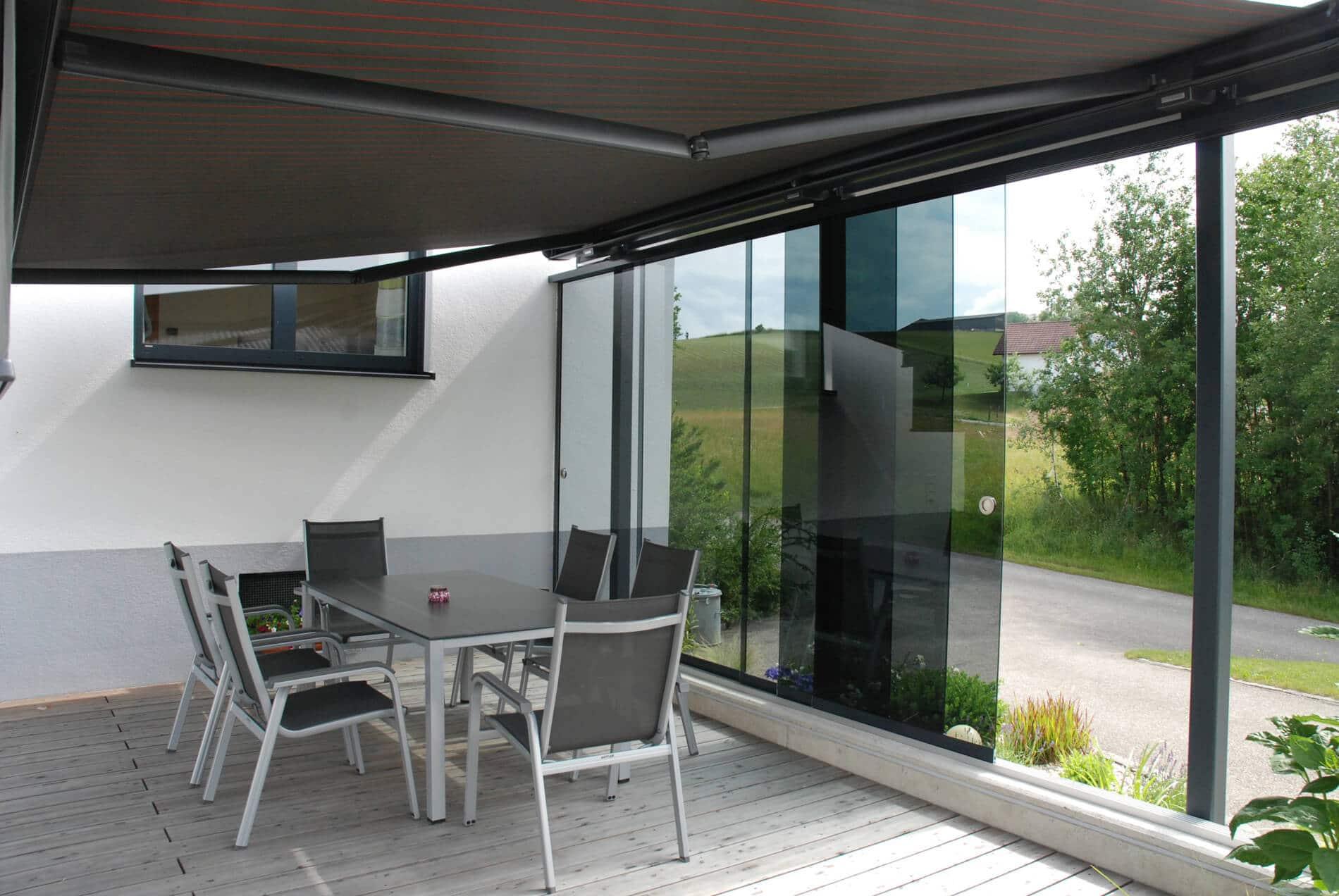 Terrassen Windschutz mit Beschattung