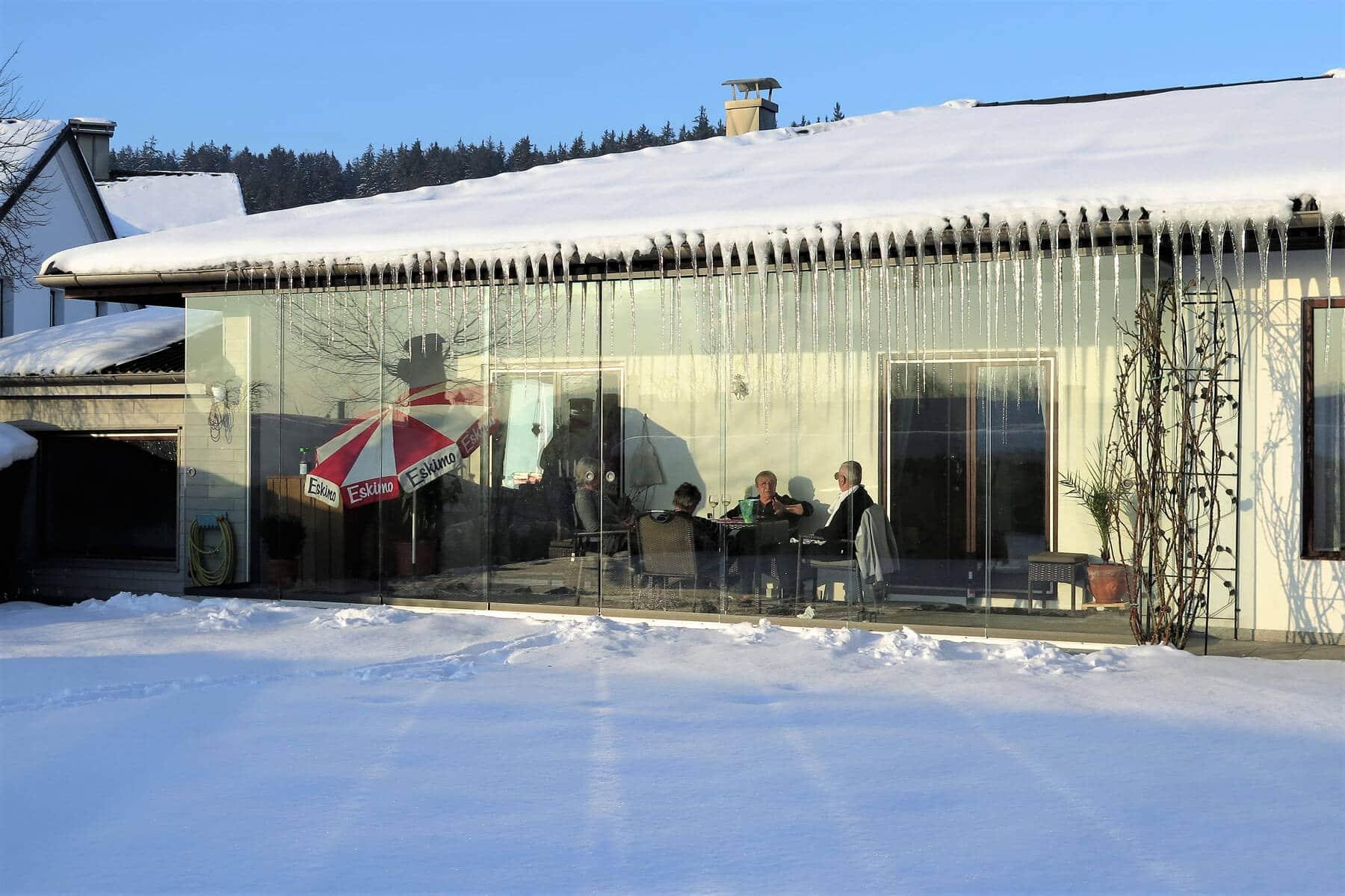 Terrasse mit Glastüren
