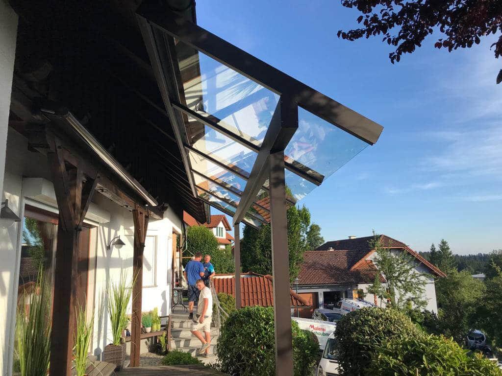 Terrassendach Alu mit Glasüberstand