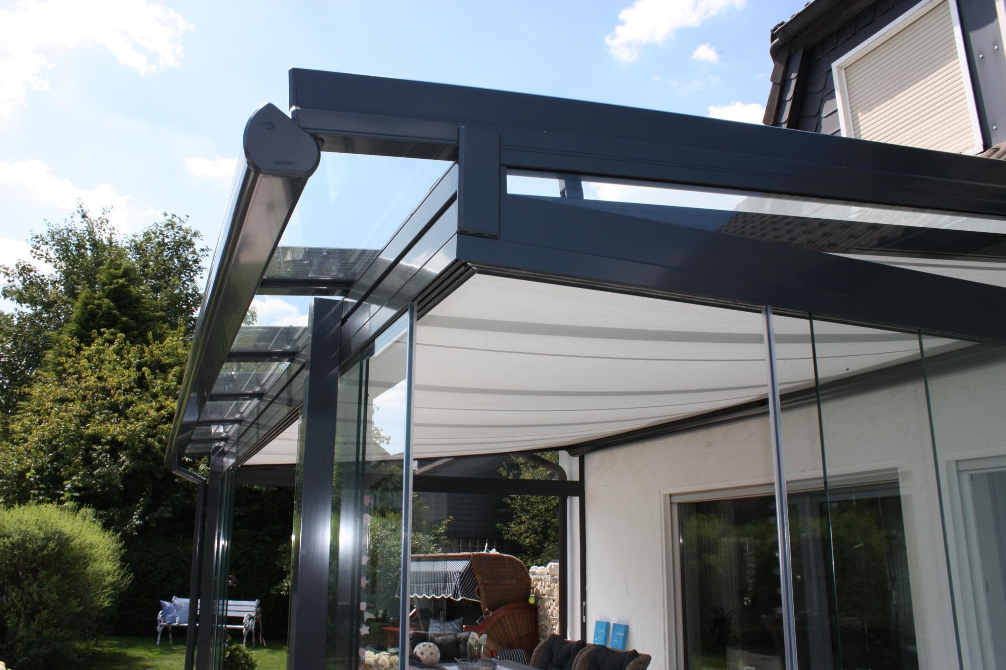Terrassendach aus Aluminium mit Seitenwänden