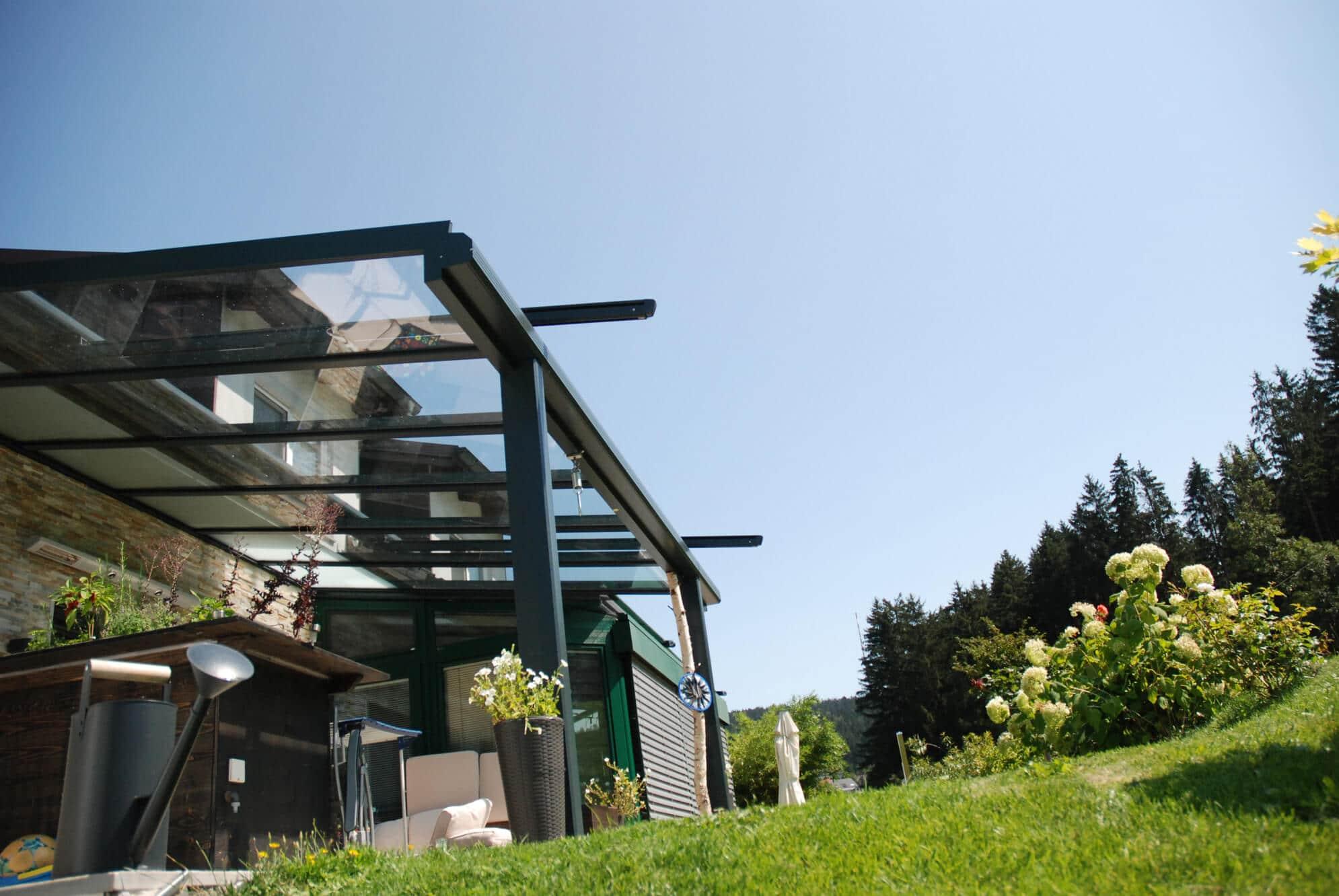 Terrassenüberdachung Alu Glas anthrazit RAL 7016