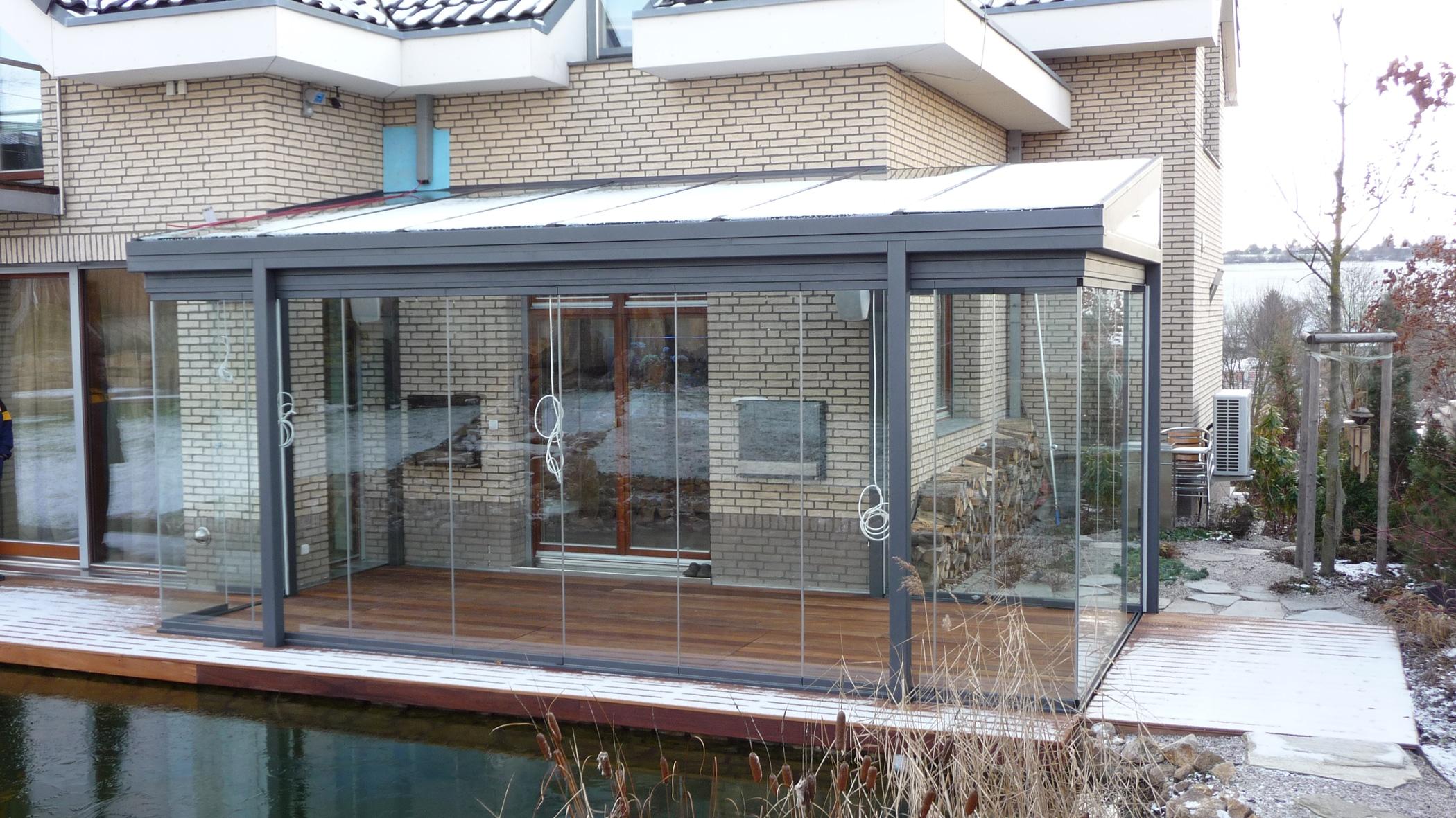 Terrassenüberdachung Alu mit Senkrechtverglasungen