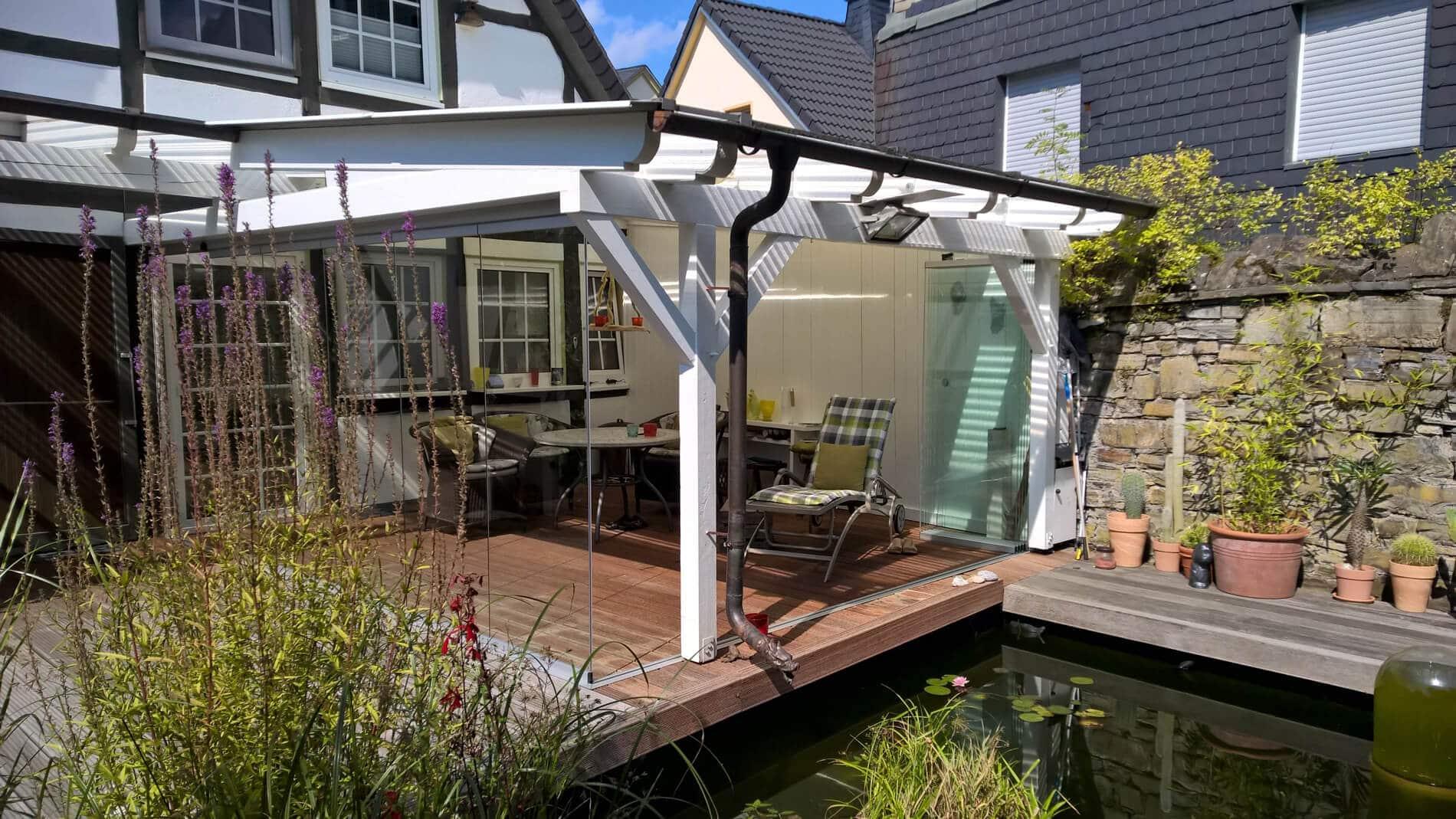 Terrassenüberdachung Holz mit Schiebe-Drehtüren