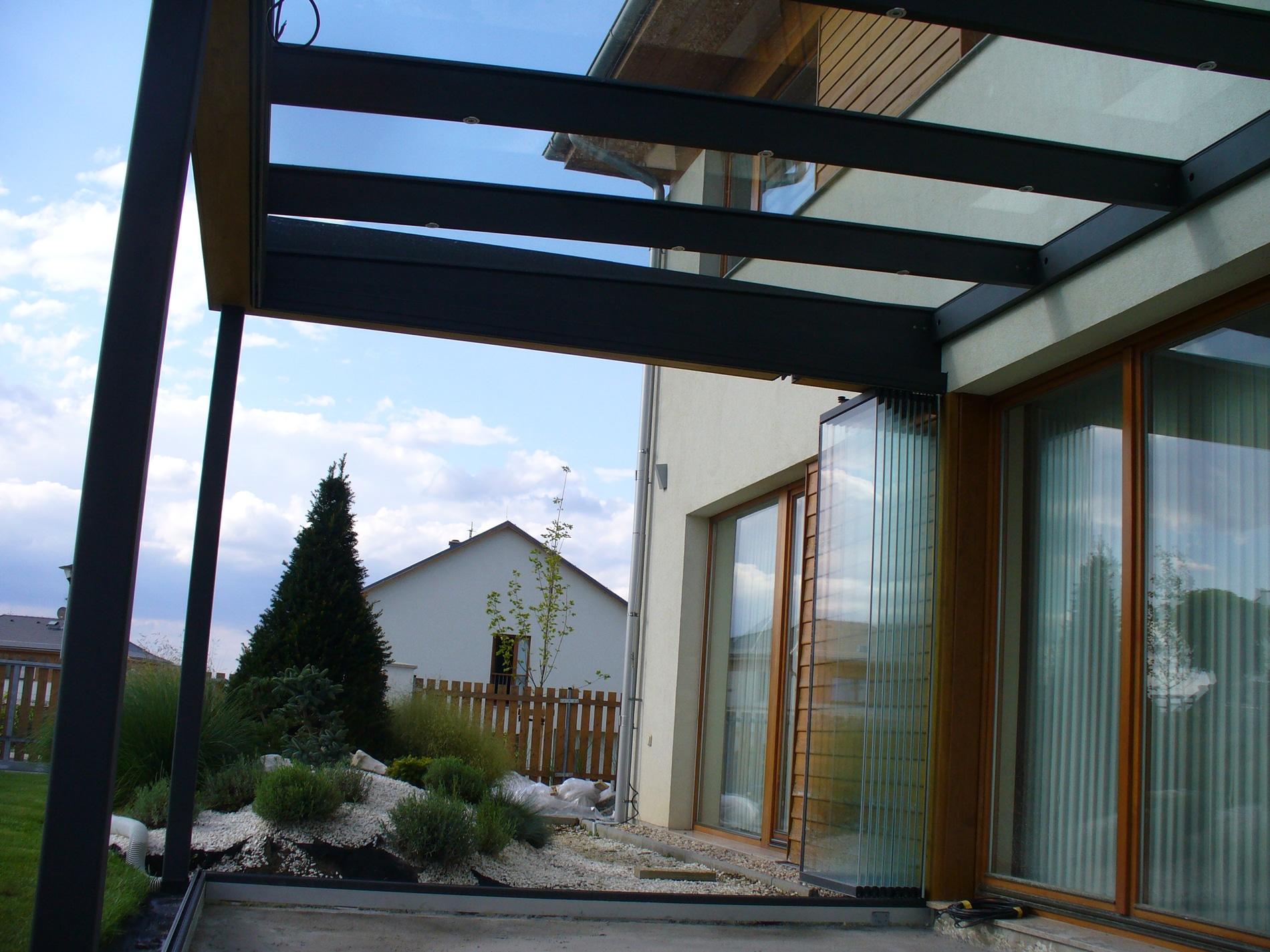 Terrassenüberdachung mit Schiebe-Drehelementen
