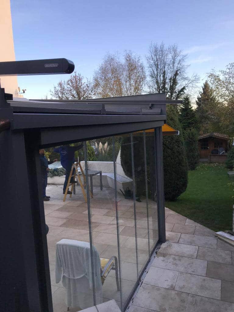 Terrassenüberdachung mit Schiebeelementen und Markilux Markise