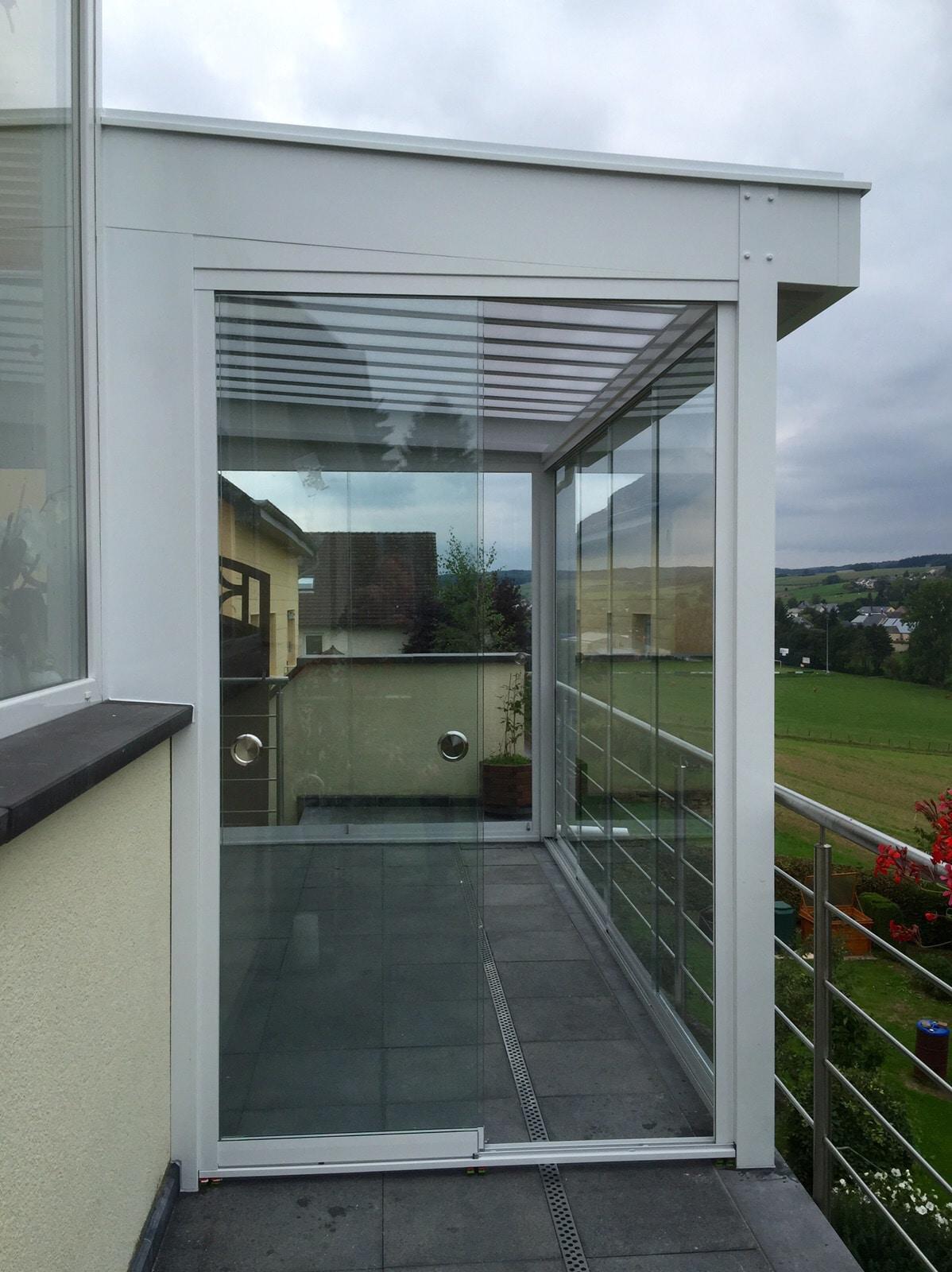 Terrassenüberdachung mit Schiebetüren nachrüsten