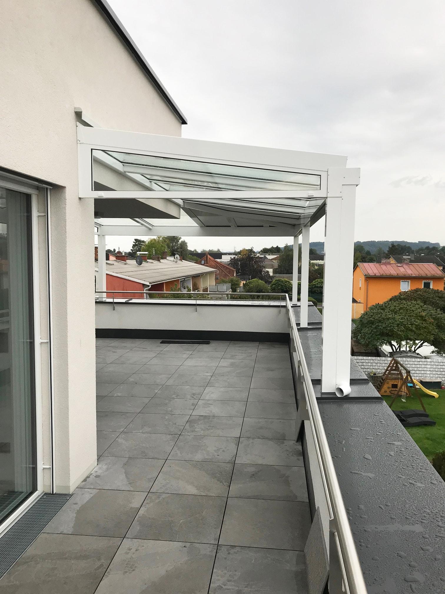Terrassenüberdachung nach Maß für Dachterrassenwohnung in Pichling
