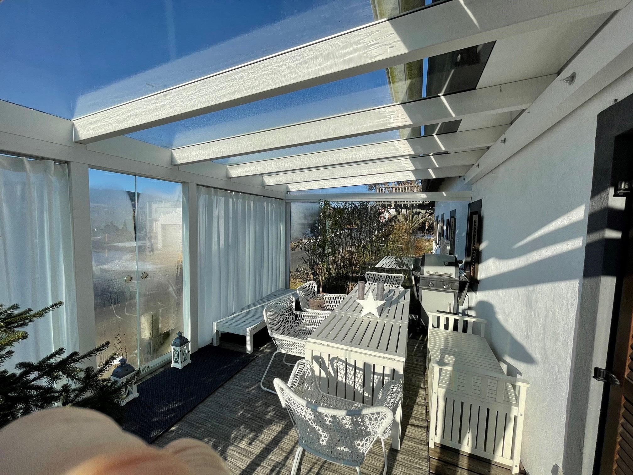 Terrassenüberdachung nachträglich mit Schiebetüren schließen