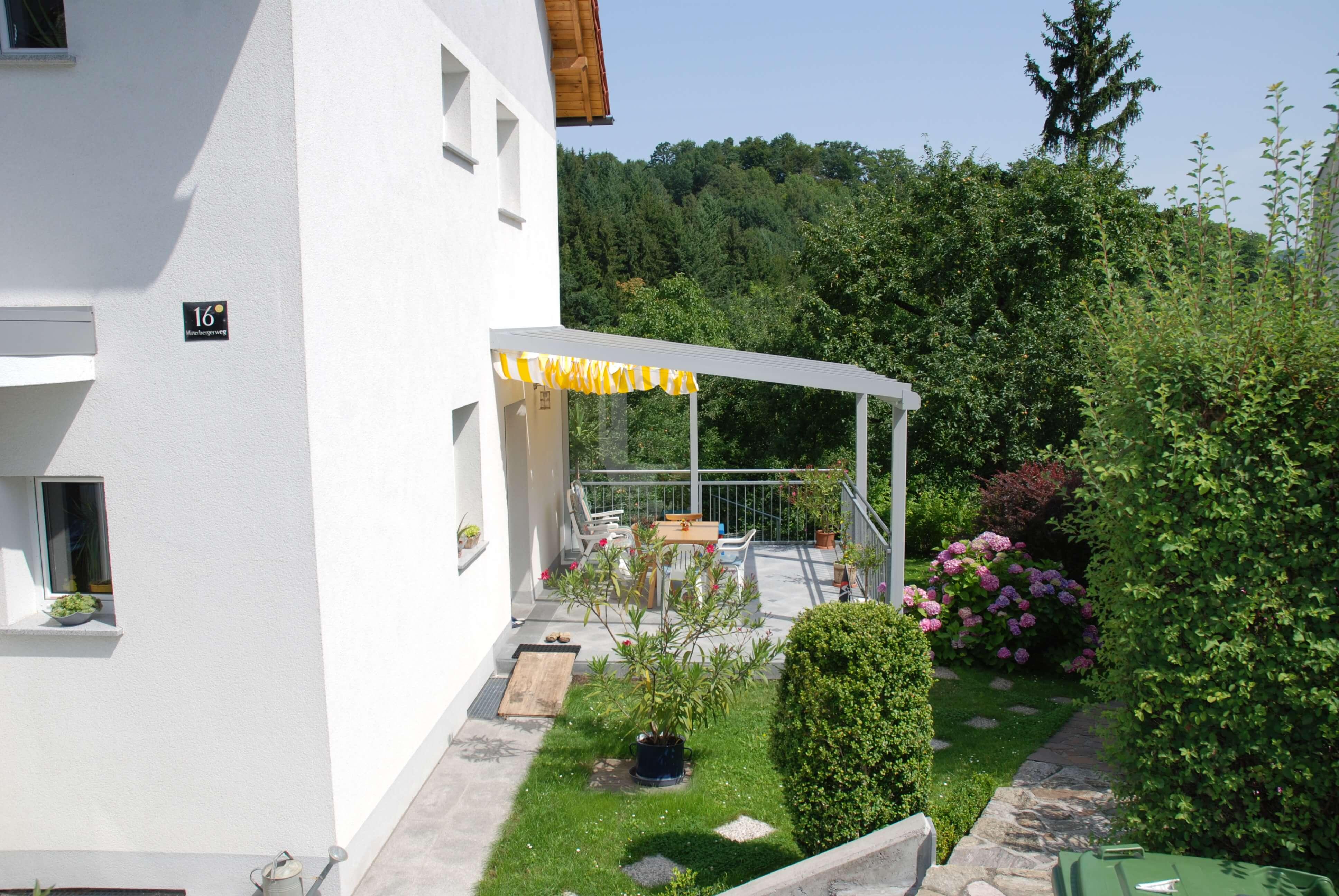 moderne terrassenverglasung mit windschutz sunflex sf 20. Black Bedroom Furniture Sets. Home Design Ideas