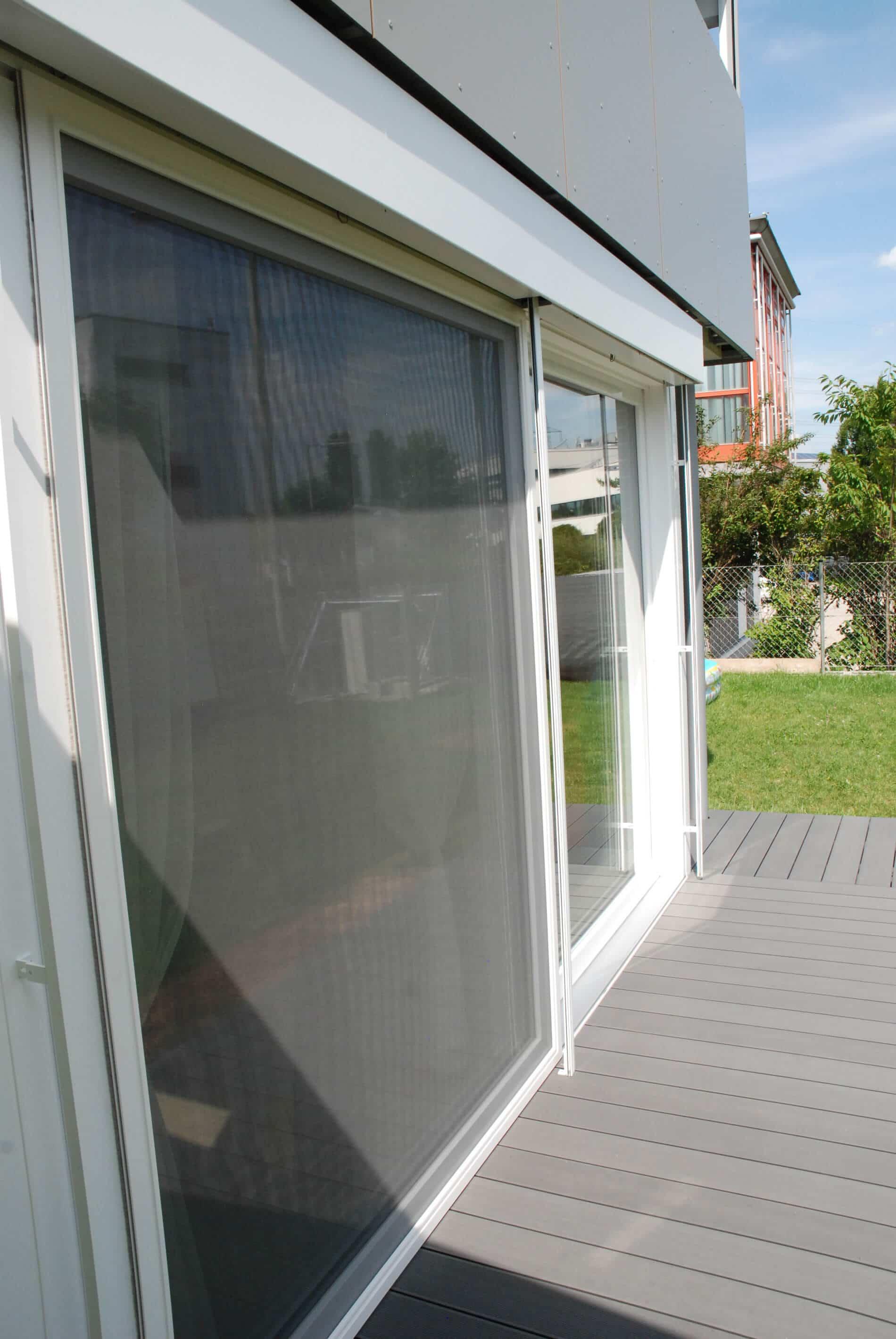 Terrassenverbau Kunststoff mit Fliegengitter Schieberahmen