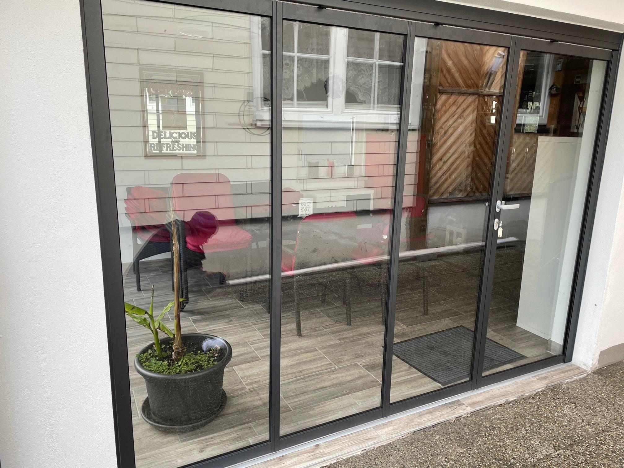 Terrassenverbau mit Schiebe-Drehtürsystem