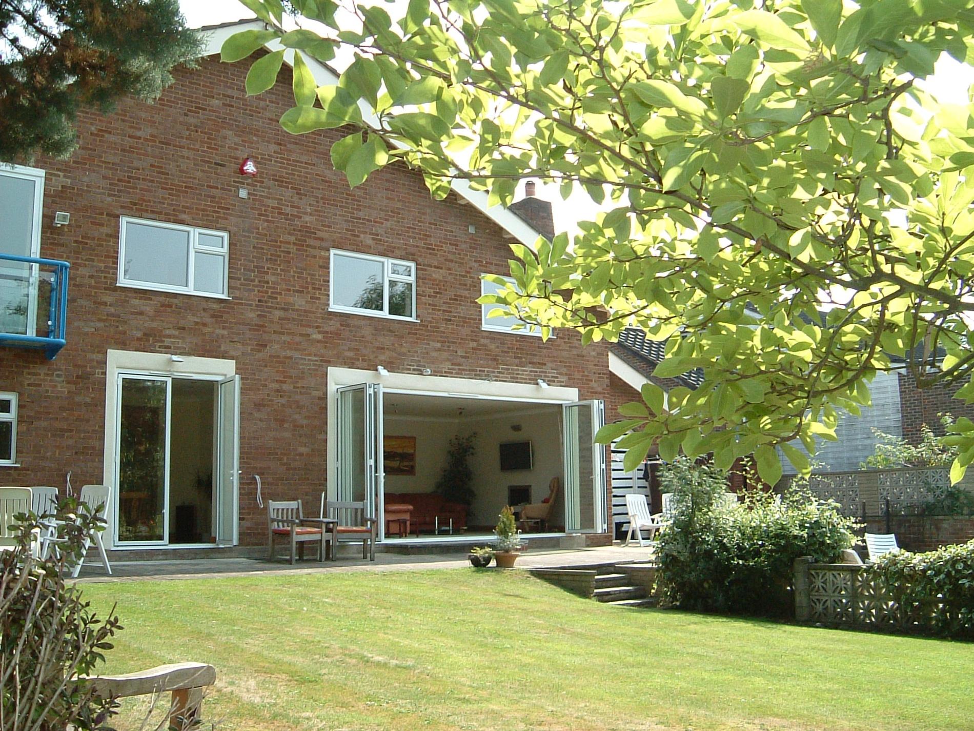 Terrassenverglasung Faltsystem weiß