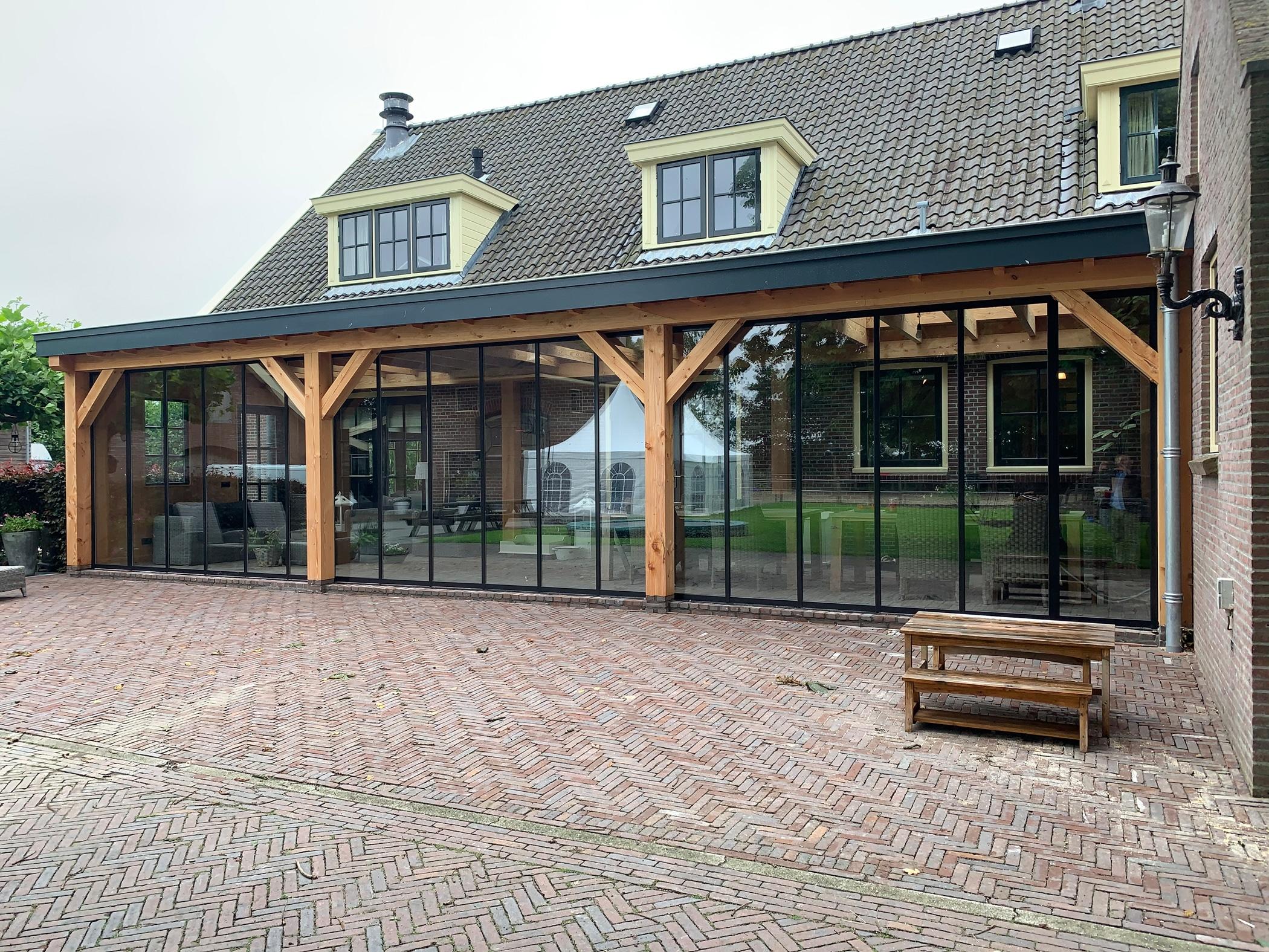 Überdachte Terrasse im Winter nutzen mit Schiebetüren