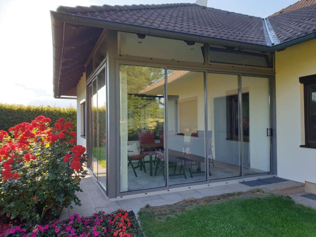 Überdachte Terrasse vor Wind- und Kälte schützen