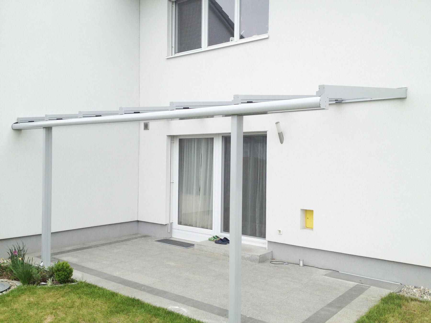 Überdachung mit filigranen Profilen und Glas