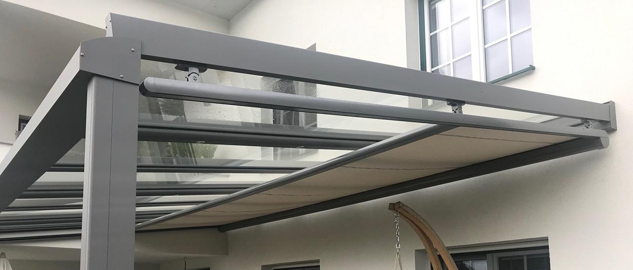 Unterglasmarkise - Detail bei Balkonüberdachung