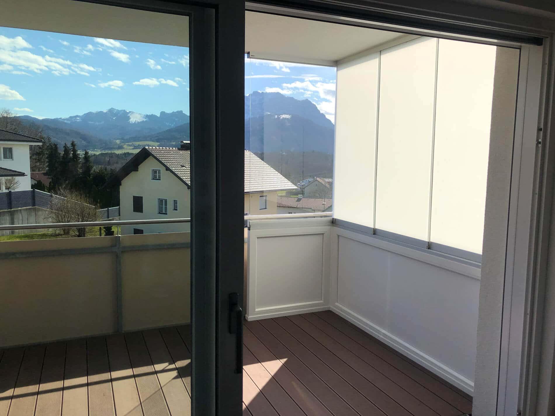 Verglasung als seitlicher Sichtschutz zum Öffnen