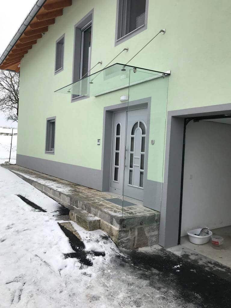 Vordach und Windfang mit Glas