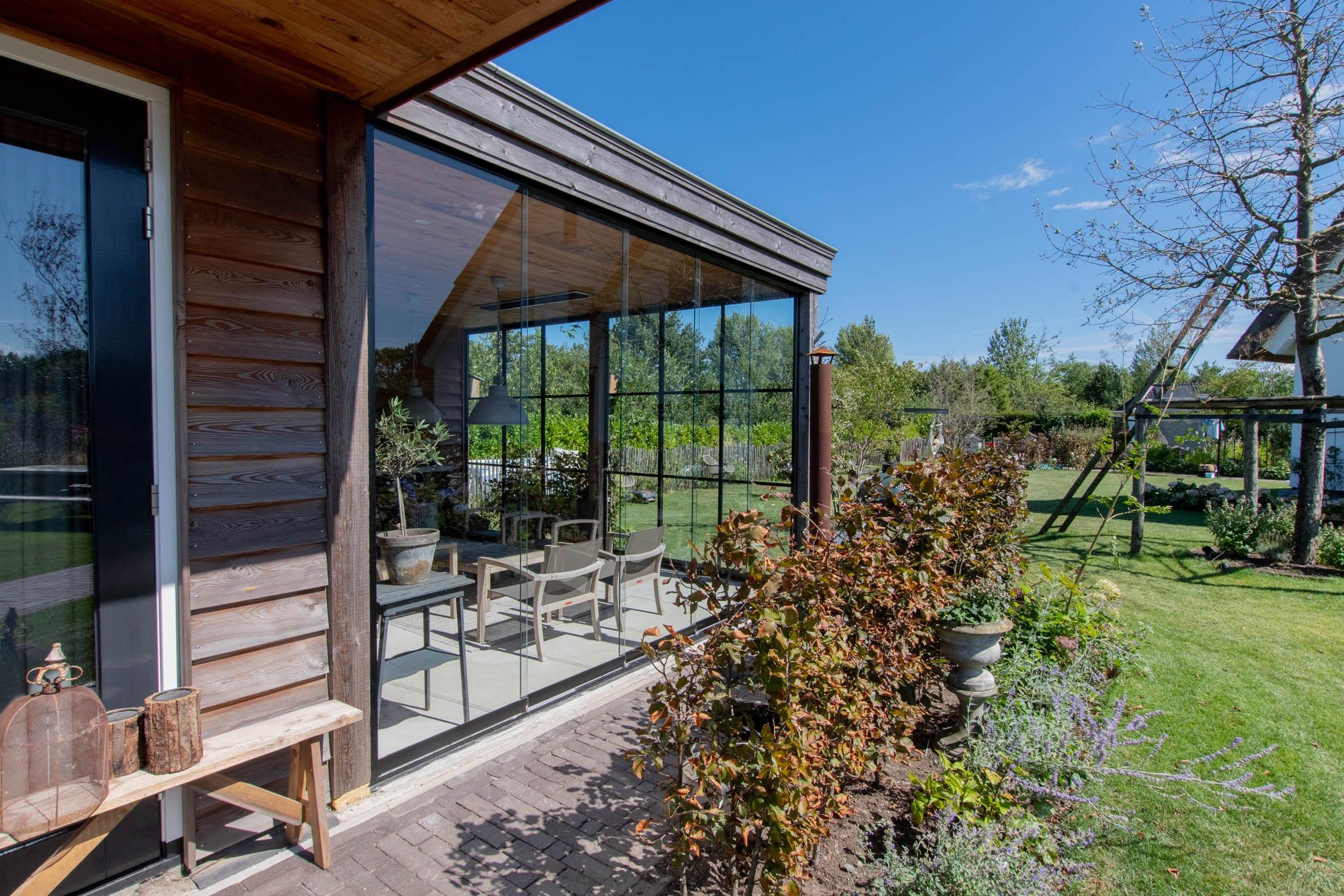 Wind- und Wetterschutz für Gartenhäuser - Schiebetüren von Sunflex