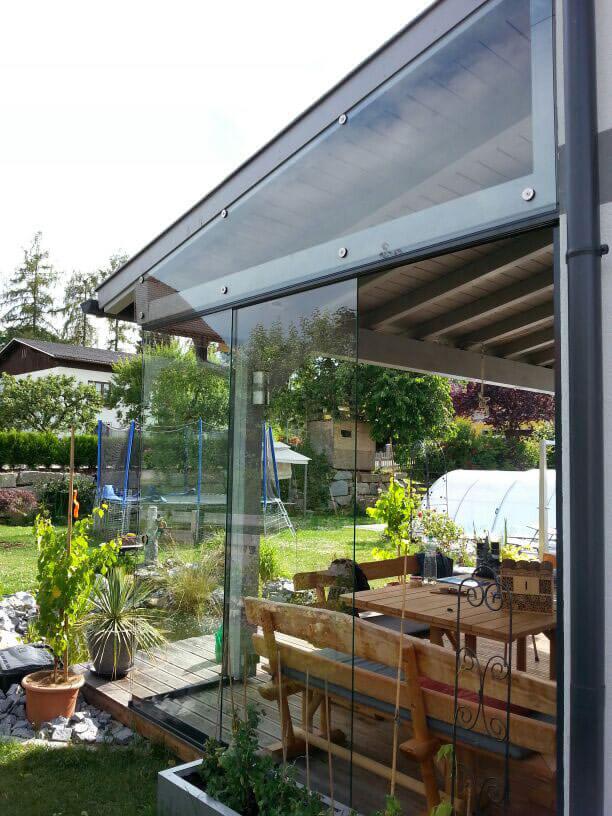 Windschutz aus Glaselementen