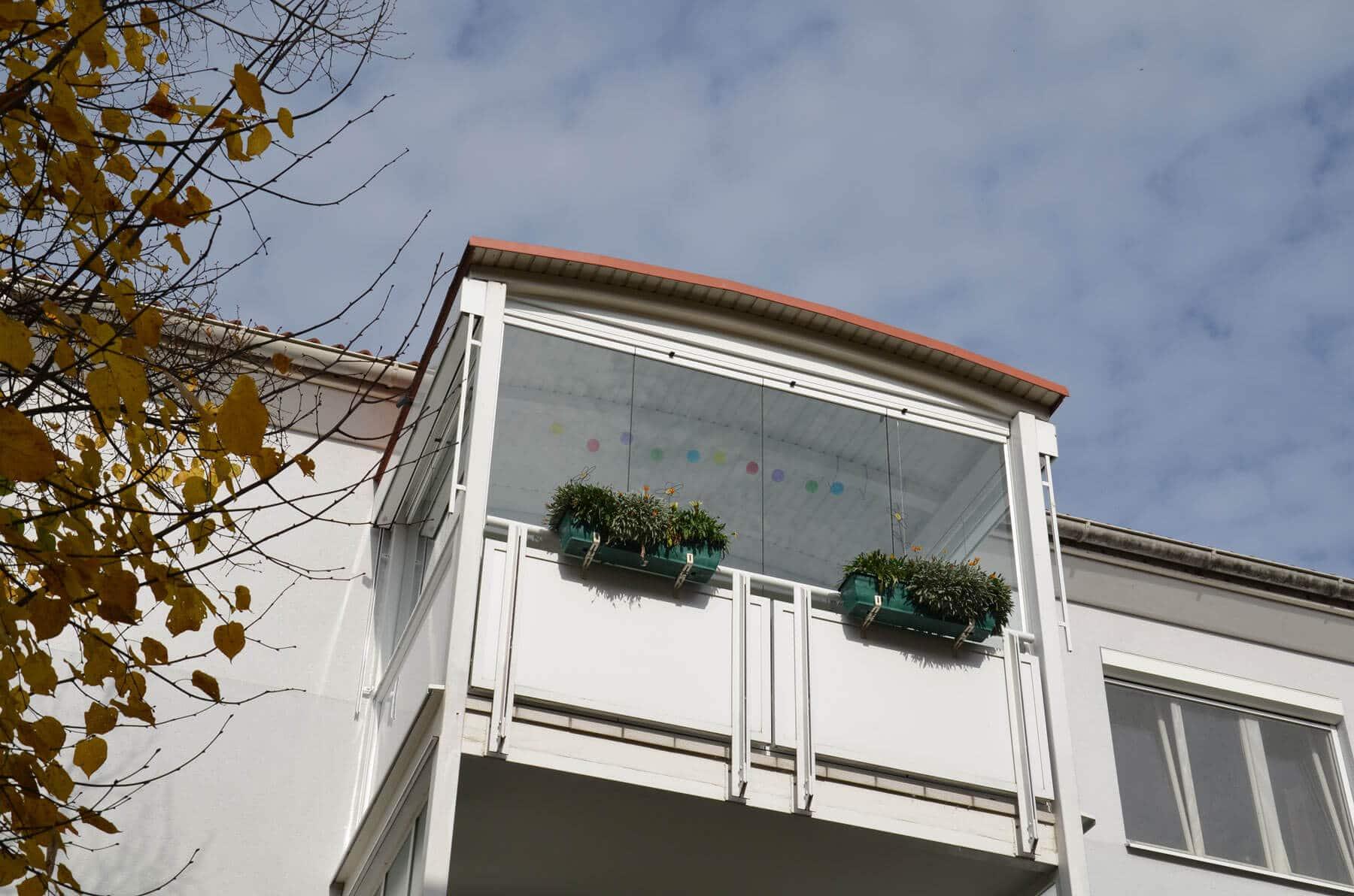 Windschutz mit Loggiaverbau