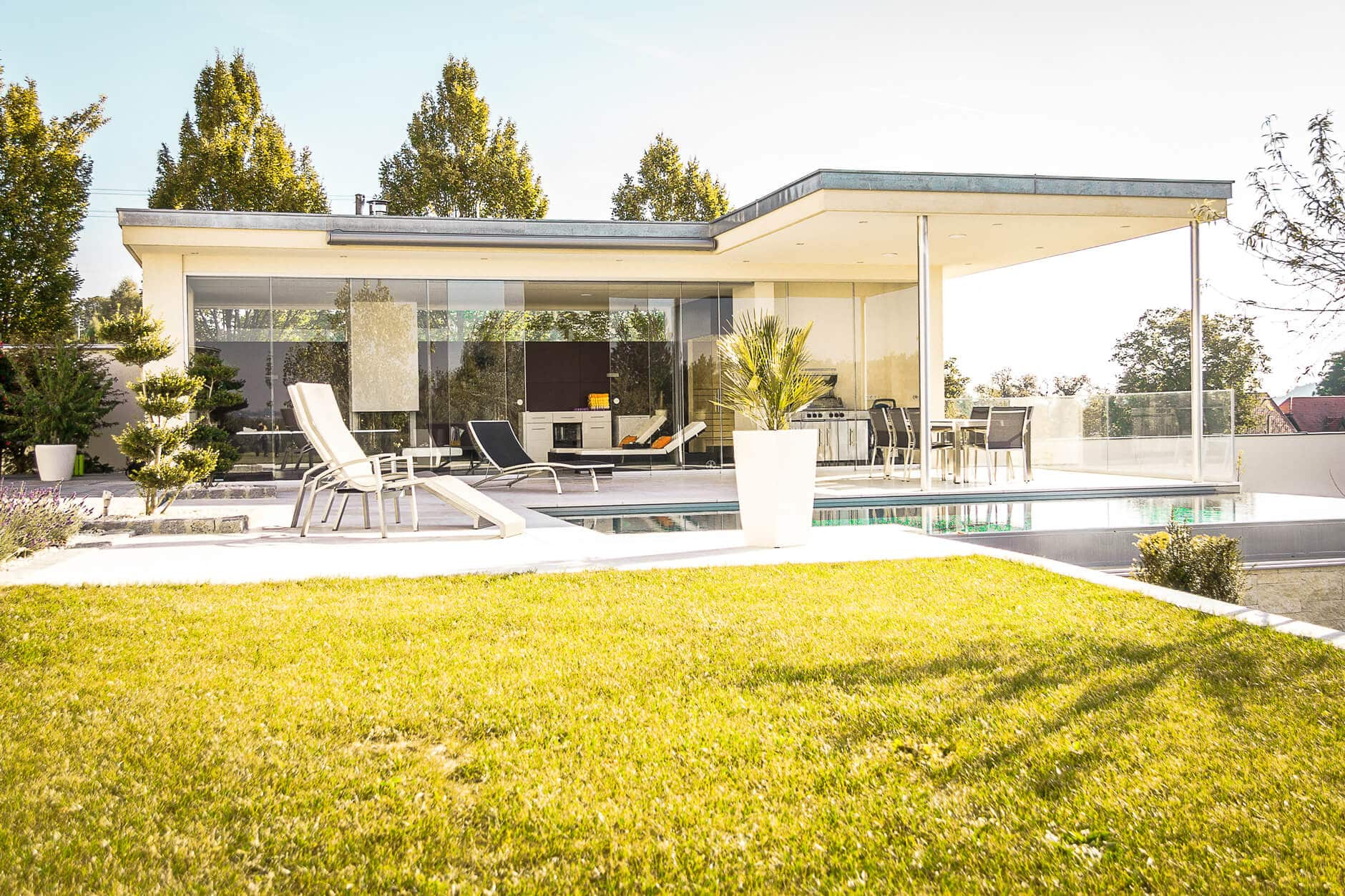 aluminium faltt ren f r hotel aktuelle projekte von schmidinger. Black Bedroom Furniture Sets. Home Design Ideas